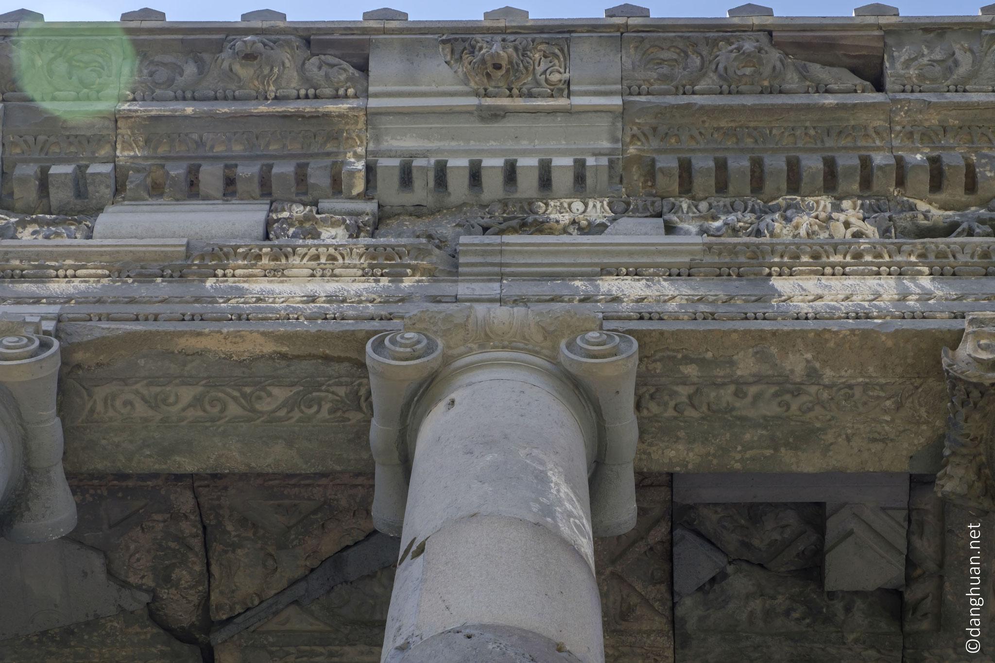 le temple de Garni, de style hellénique mais de construction arménienne, est le seul monument de l'époque préchrétienne ayant survénu jusqu'à nos jours