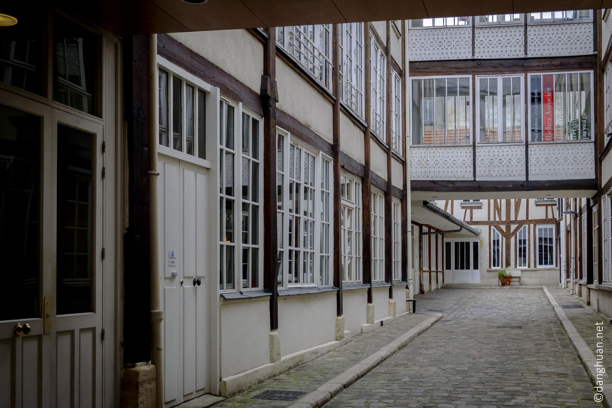 Aujourd'hui, les locaux sont occupés par les professions libérales telles architectes, designers...