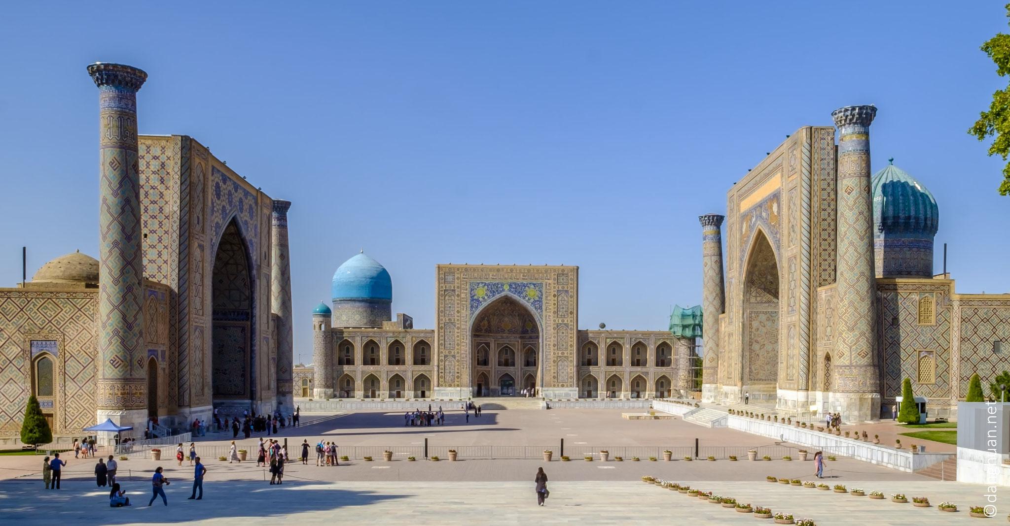 Le Régistan, ou Réghistan (Place de sable), depuis le XIVème siècle est l'ancien cœur de la ville de Samarcande. Restauré dans sa splendeur originelle, il est le plus grandiose de l'Asie centrale et l'un des plus beaux de l'islam