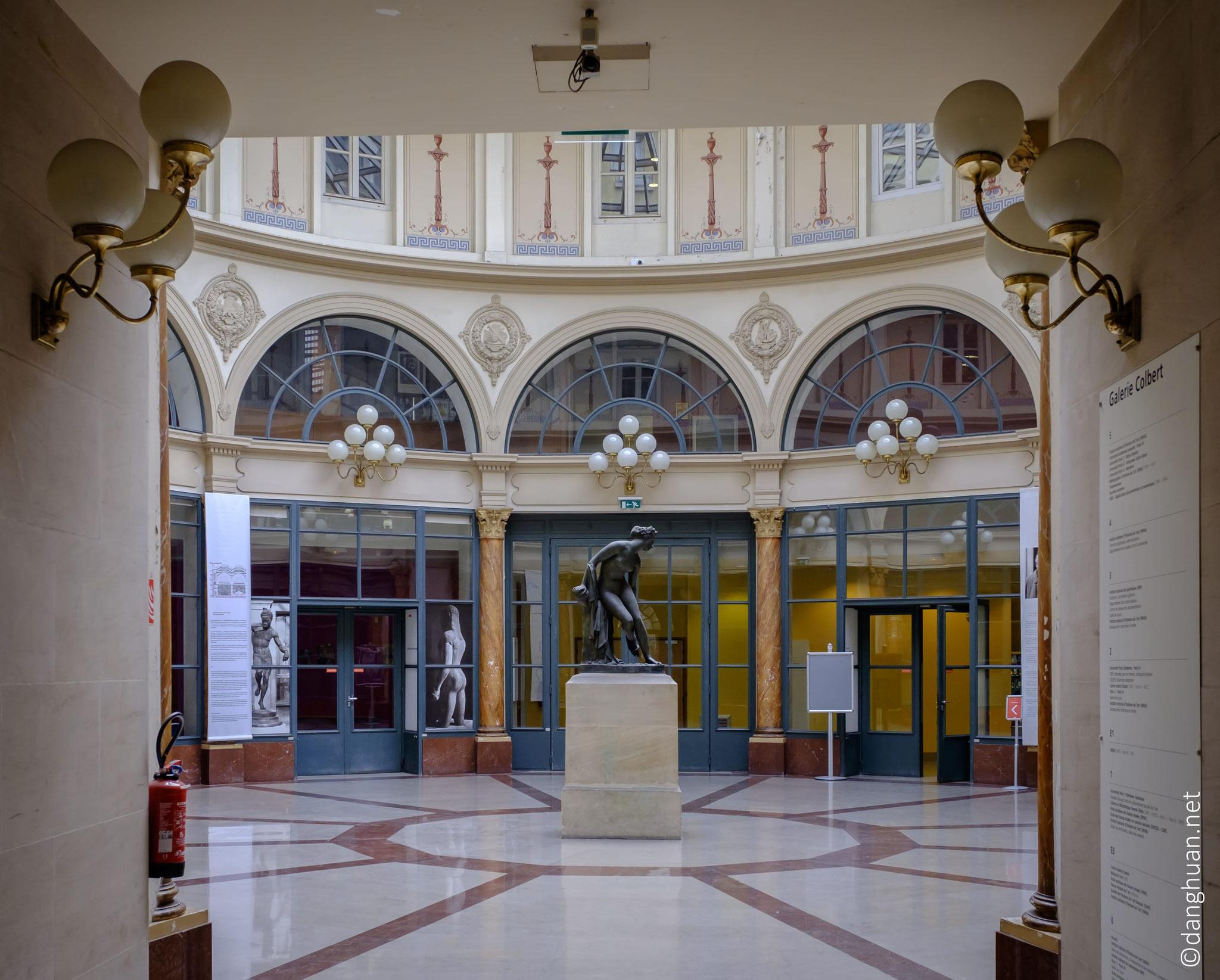 Galerie Colbert : Propriété de la Bibliothèque nationale et construite en 1823...