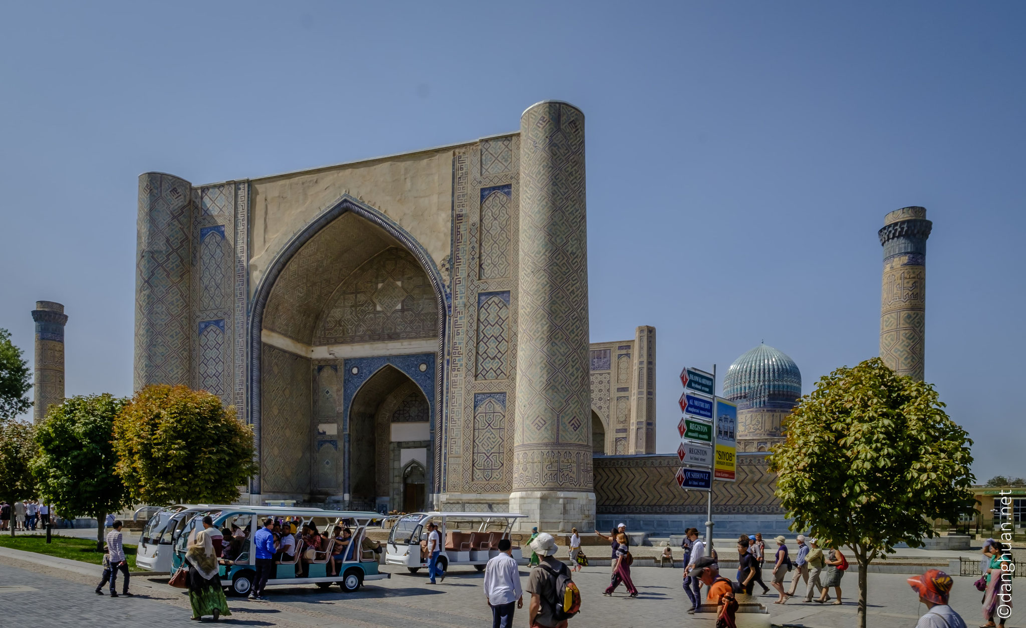 la Mosquée Bibi-Khanym doit son nom à l'une des femmes de Tamerlan