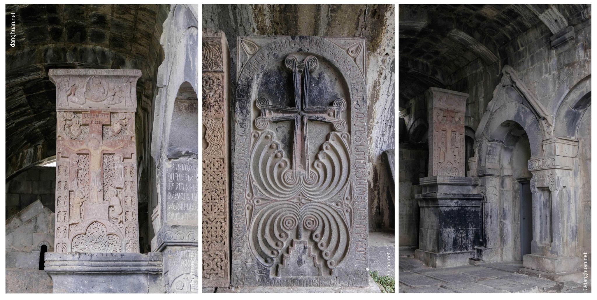 Cet ensemble comprend trois églises, un réfectoire, un clocher, deux narthex, une bibliothèque ...