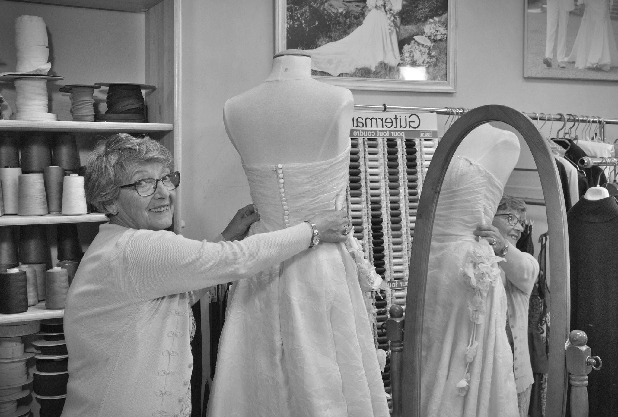 Que de robes de mariées ont été magnifiées par ses doigts de fée !