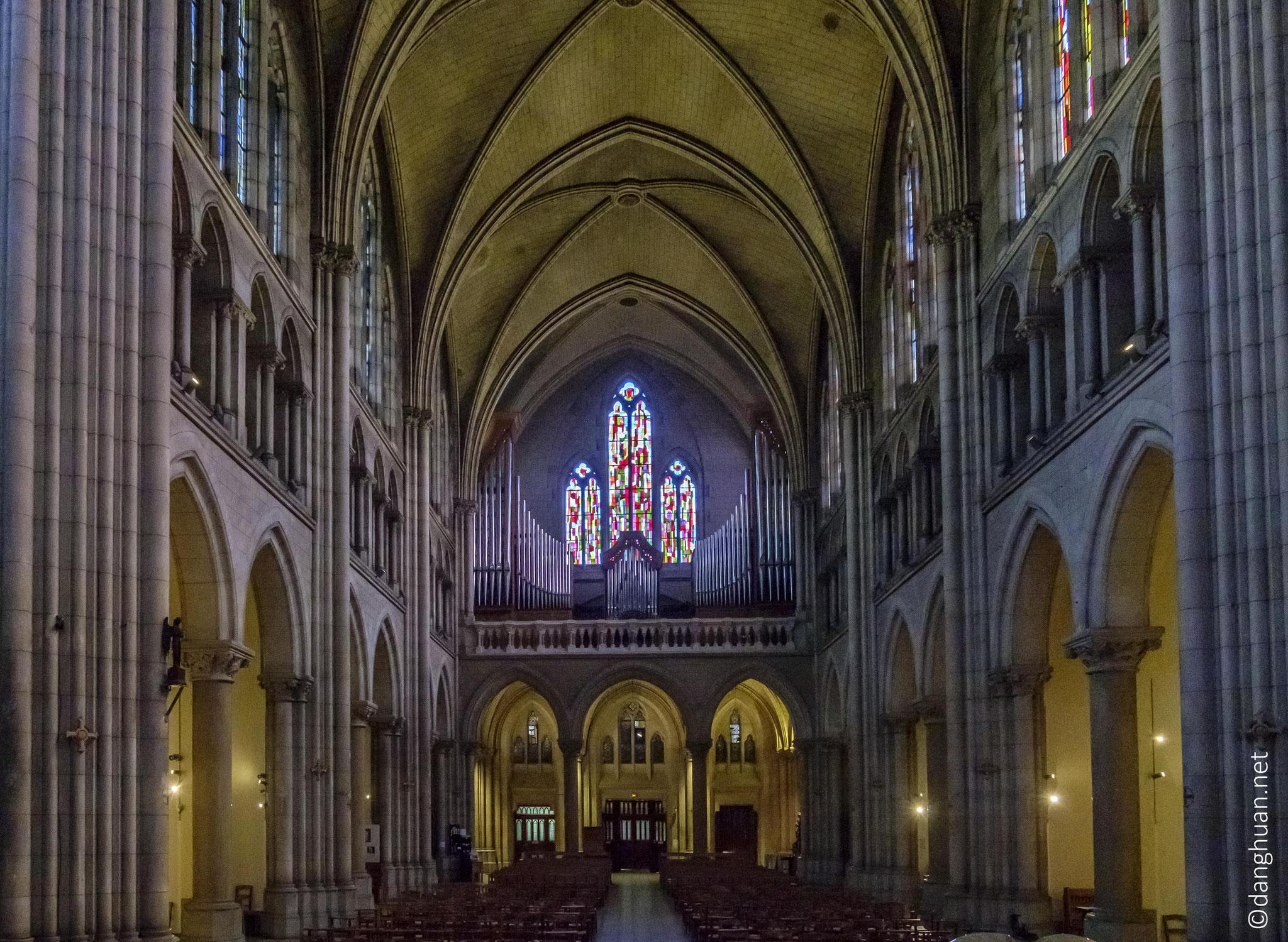 Basilique Notre Dame du Perpétuel Secours - 60m de longueur, 16m de largeur, 32m de hauteur