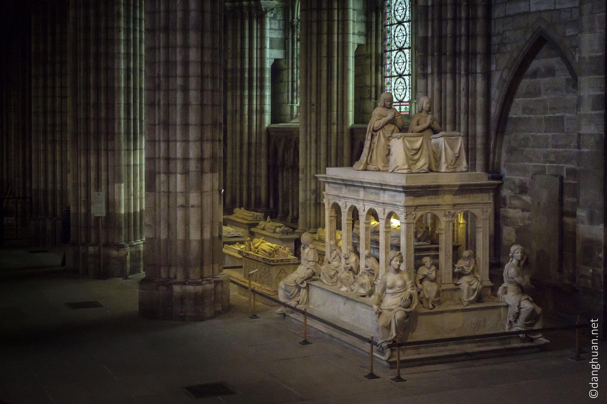 Basilique St Denis - Tombeau en marbre de Carrare de Louis XII et Anne de Bretagne