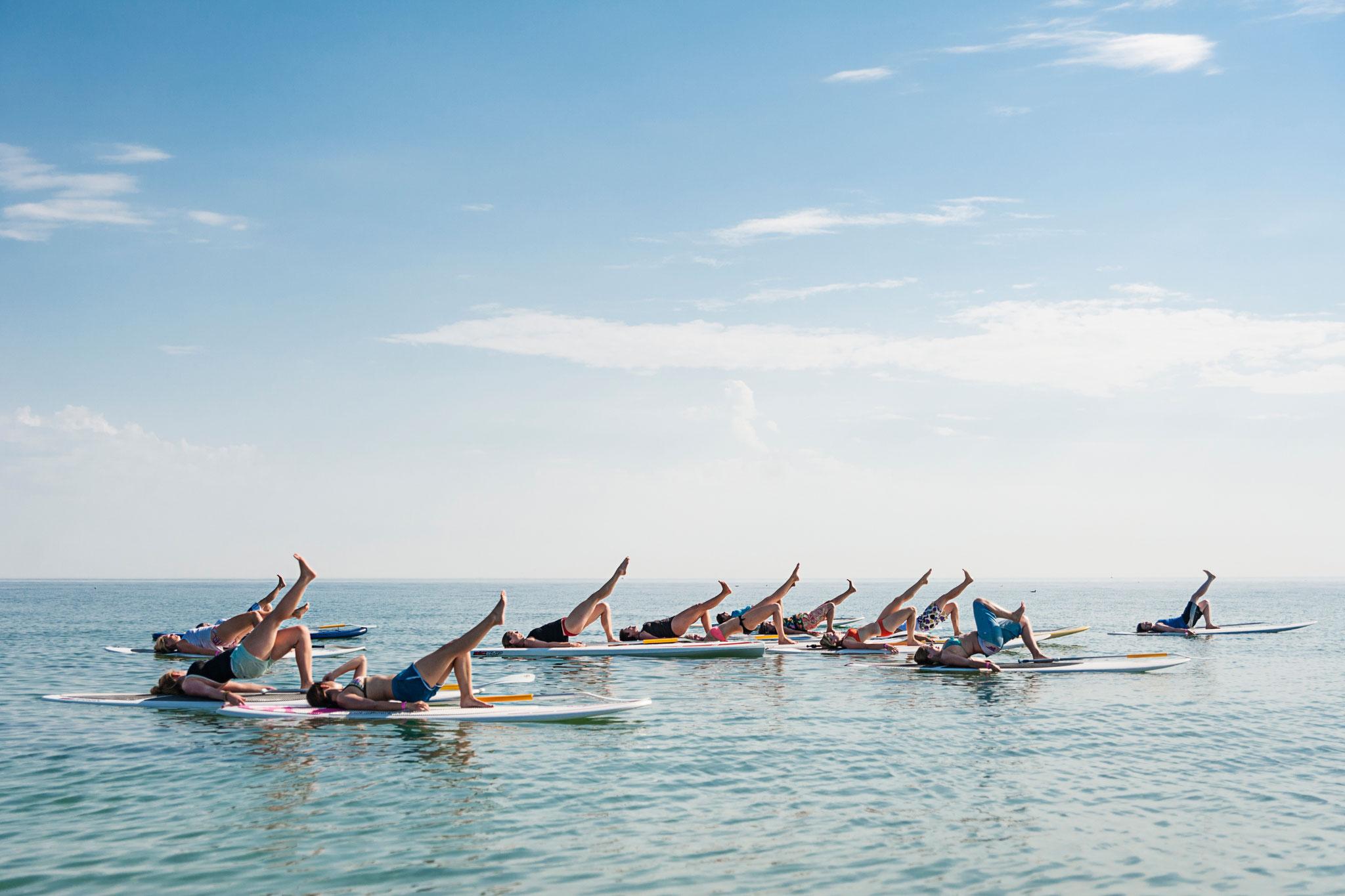 SUP Yoga mit Nadine auf der Ostsee! ©Erik Schlicksbier