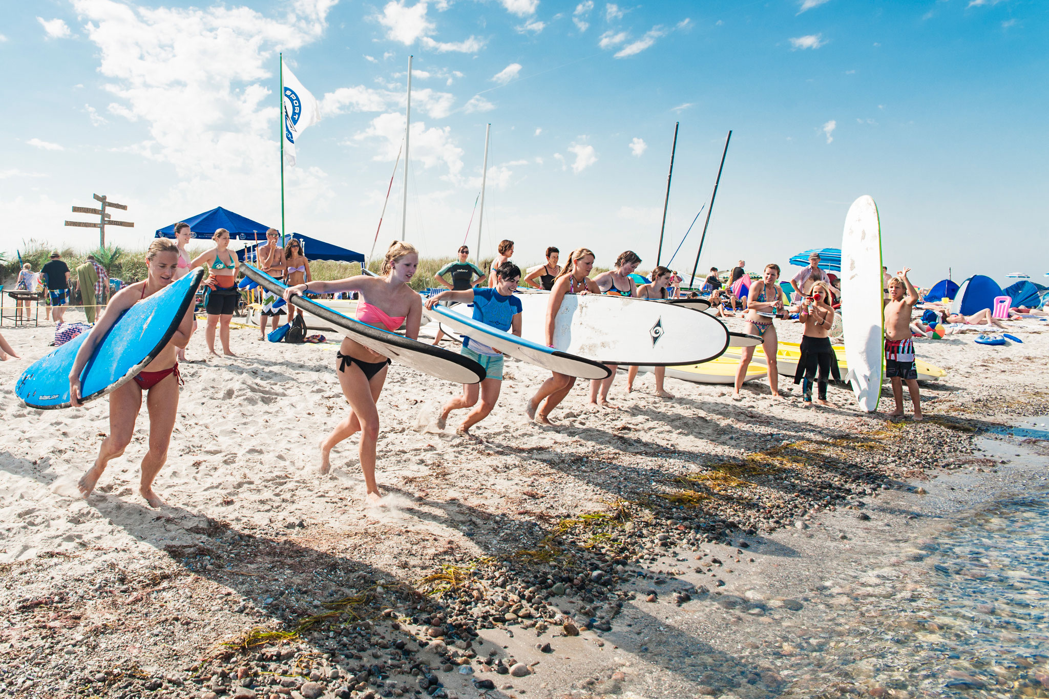 SurfSprotte Surf Girls Camp - Start des Paddelrennens. ©Erik Schlicksbier