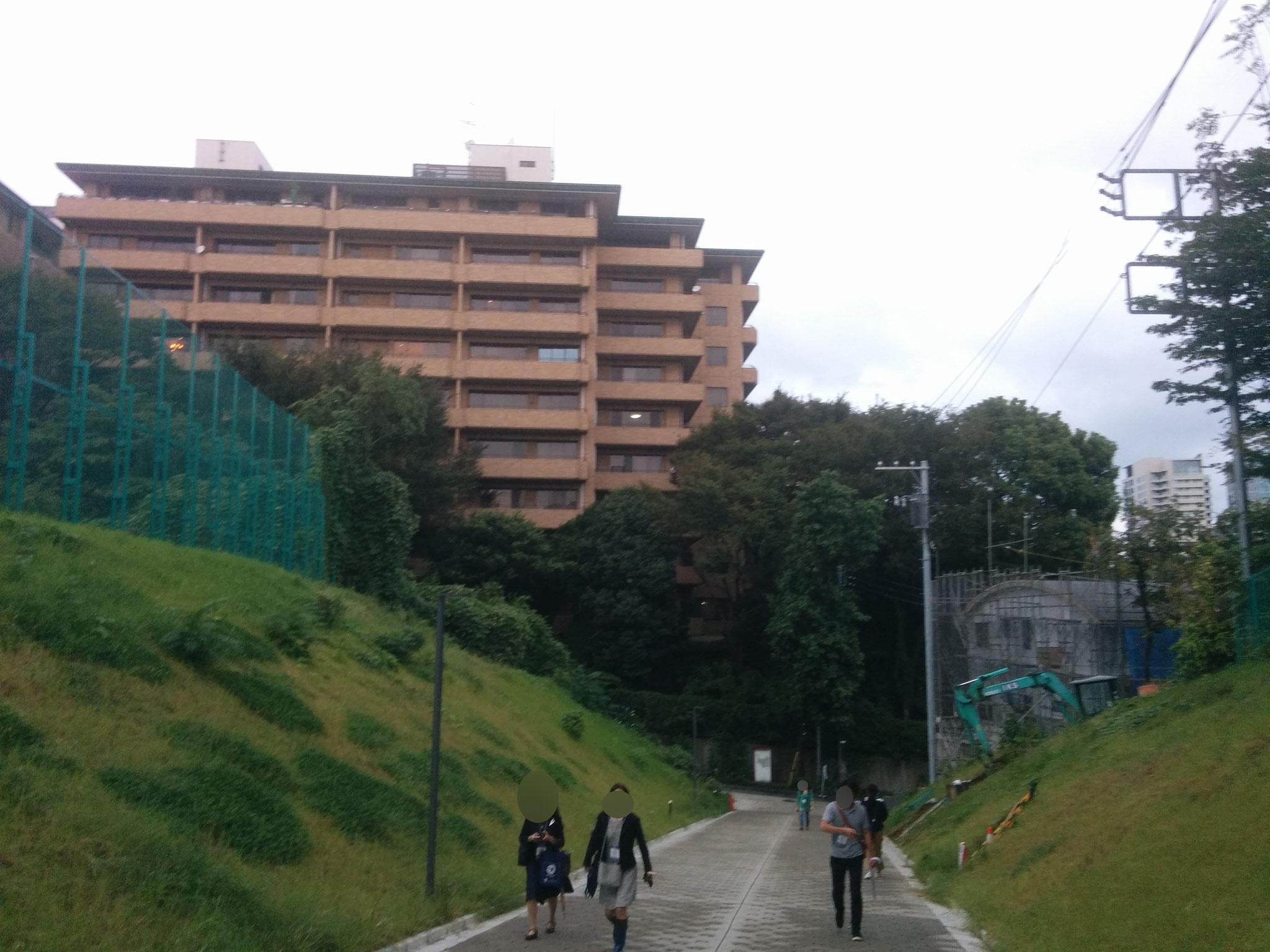 14 Hiroo - view leaving the uni