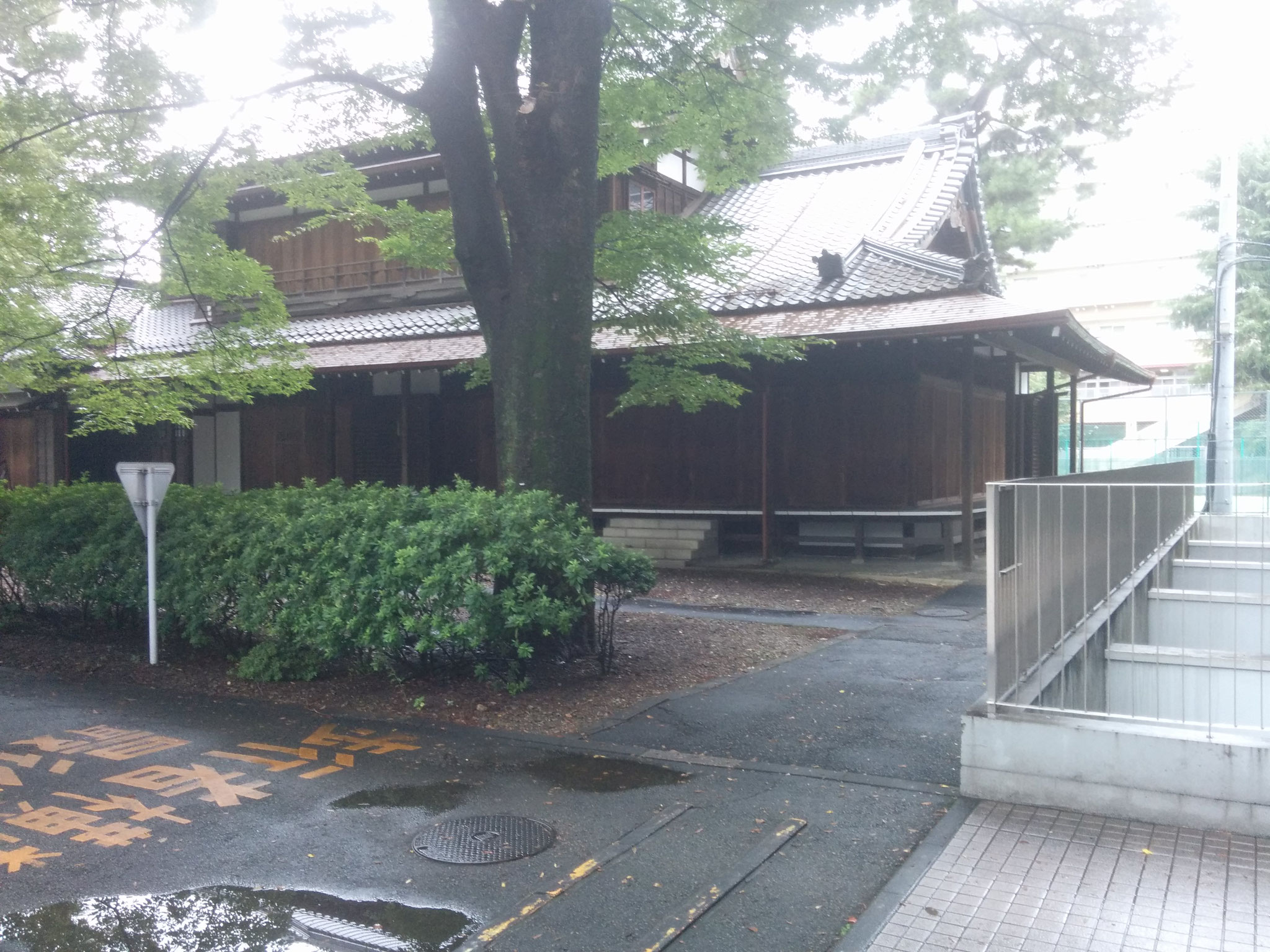 11 Hiroo - old buildings outside of the university building