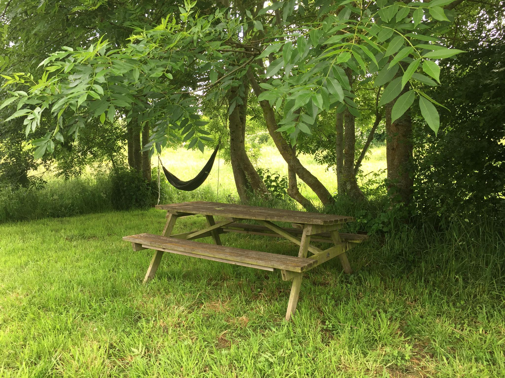 Sous La Garenne - Table de jardin