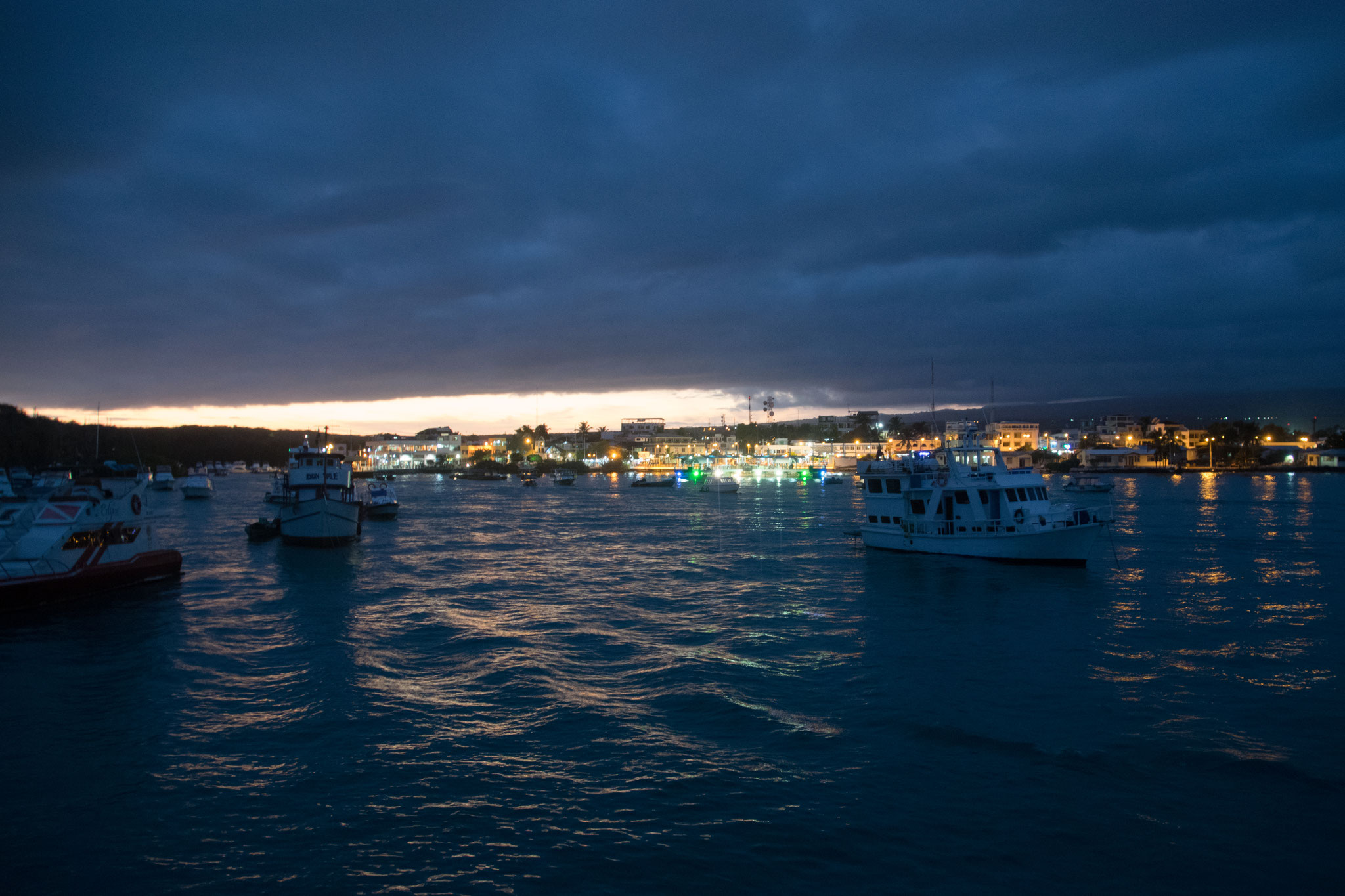 Übernachtung im Hafen von Puerto Ayora