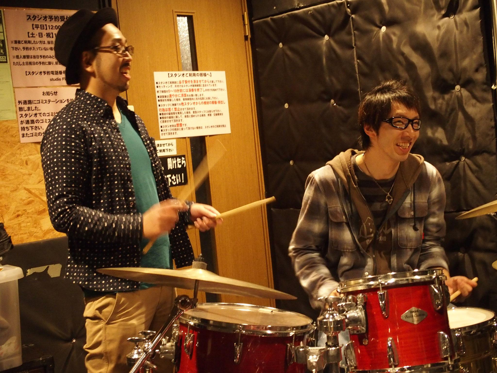 高崎にあるライドオンドラムスクール。ドラム教室でのレッスン風景