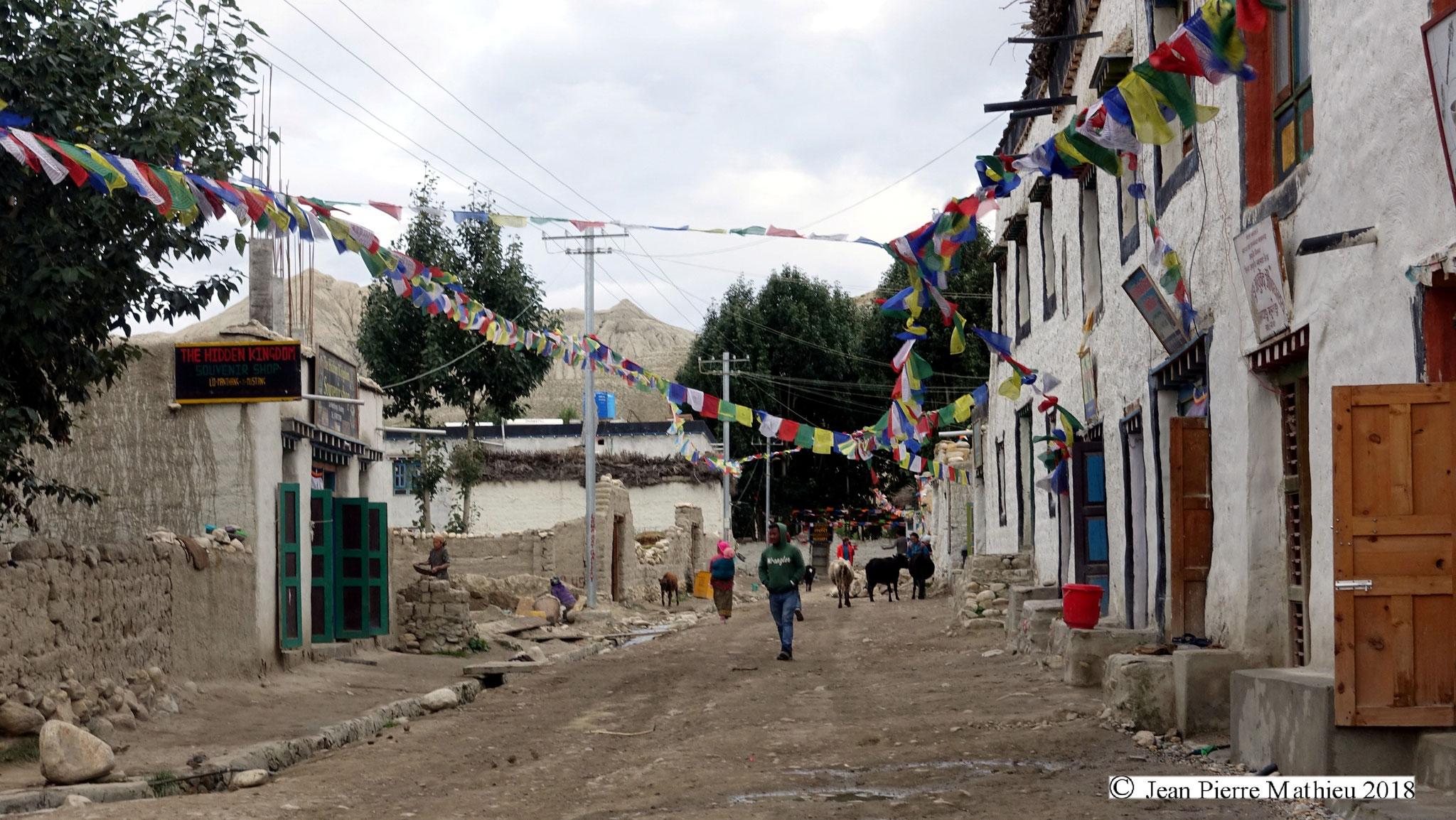 dans les rues de la capitale Lho Mantang