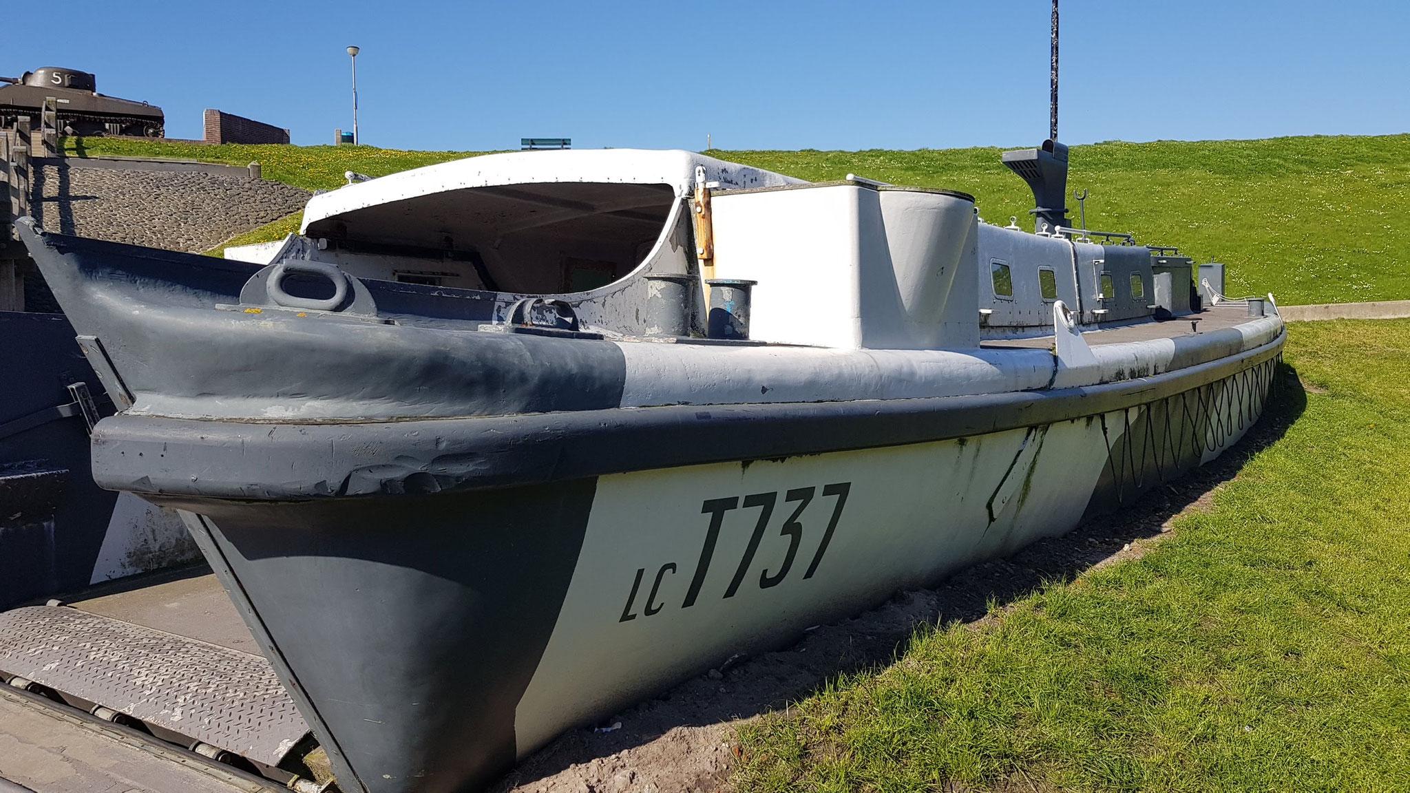 Landungsboot am Deich- und Weltkriegsmuseum - Polderhuis