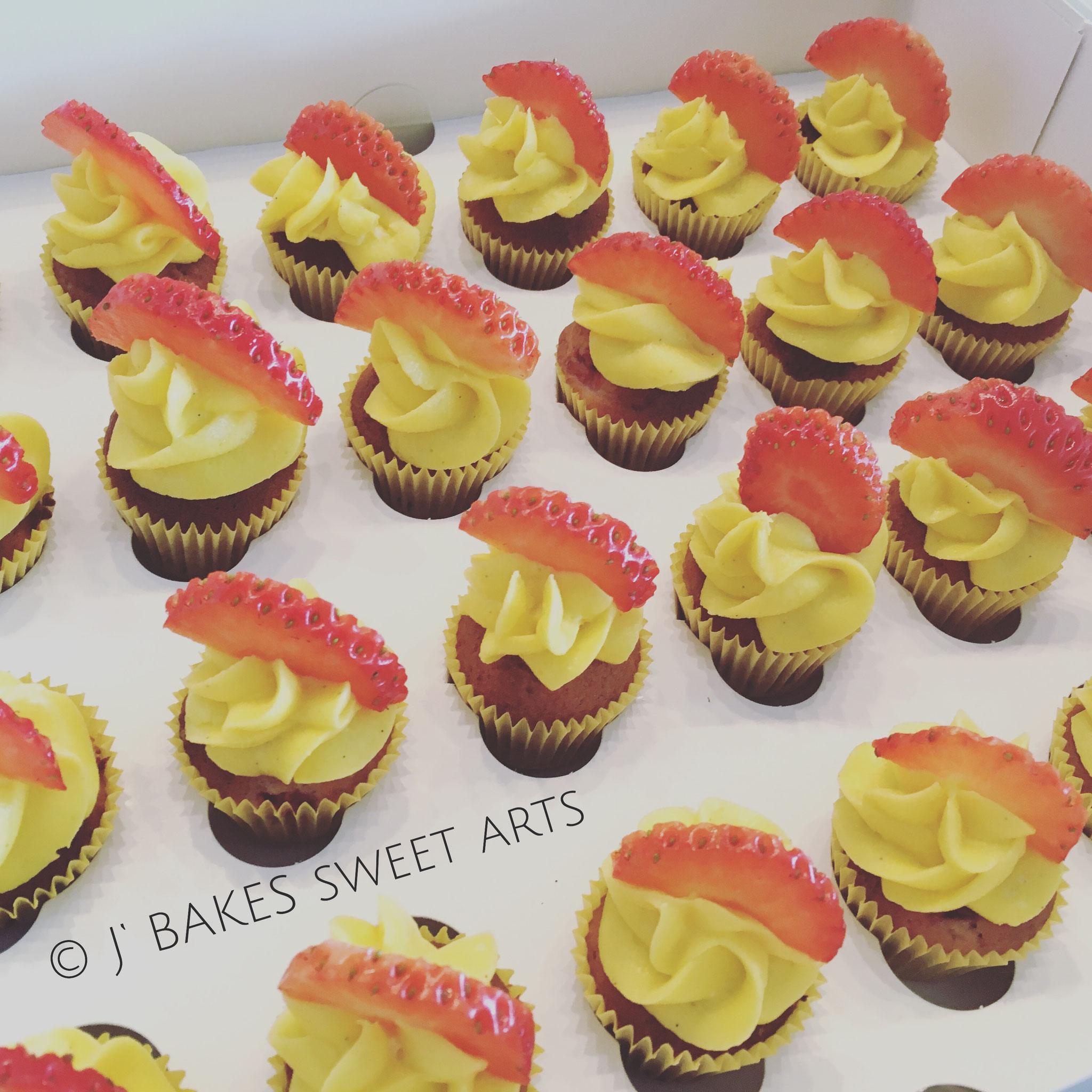 Erdbeer-Mini-Cupcakes // Strawberry-Mini-Cupcakes