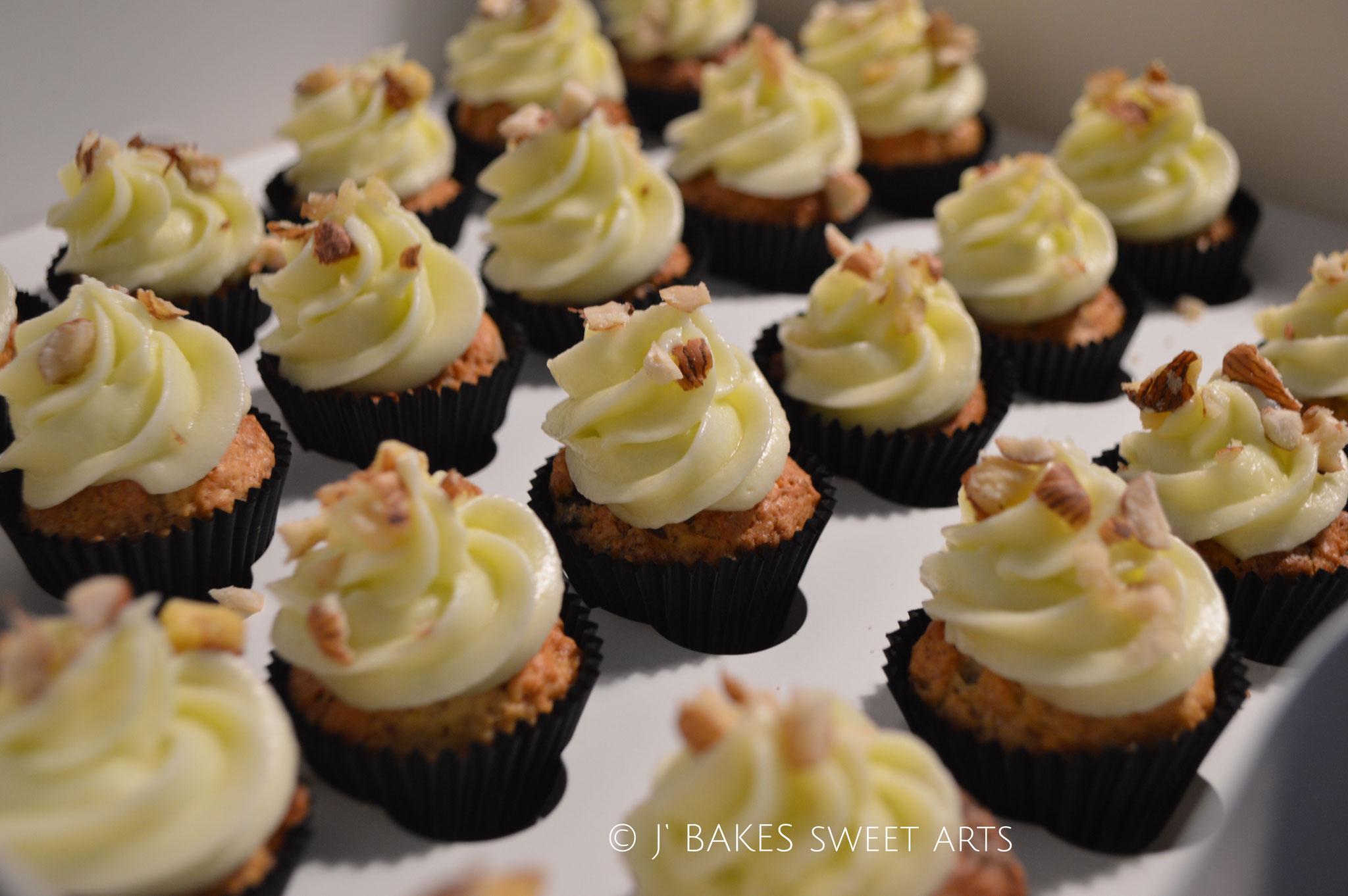 Hazelnut-Chocolate-Mini-Cupcakes // Haselnuss-Schokoladen-Mini-Cupcakes