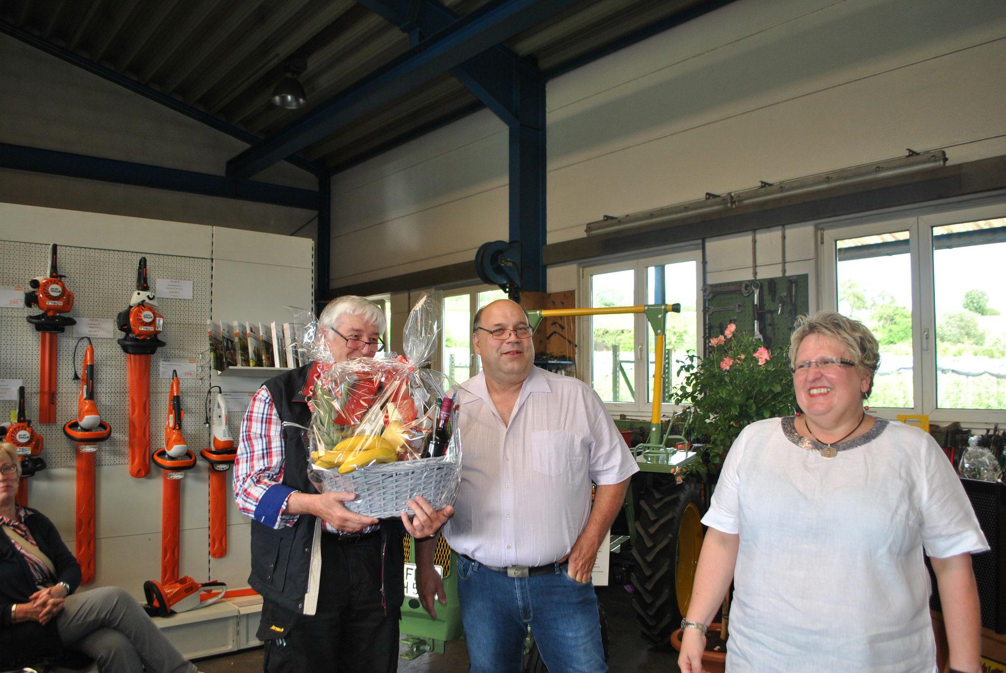 Klaus Maier wird für seine 10-Jährige Betriebszugehörigkeit geehrt