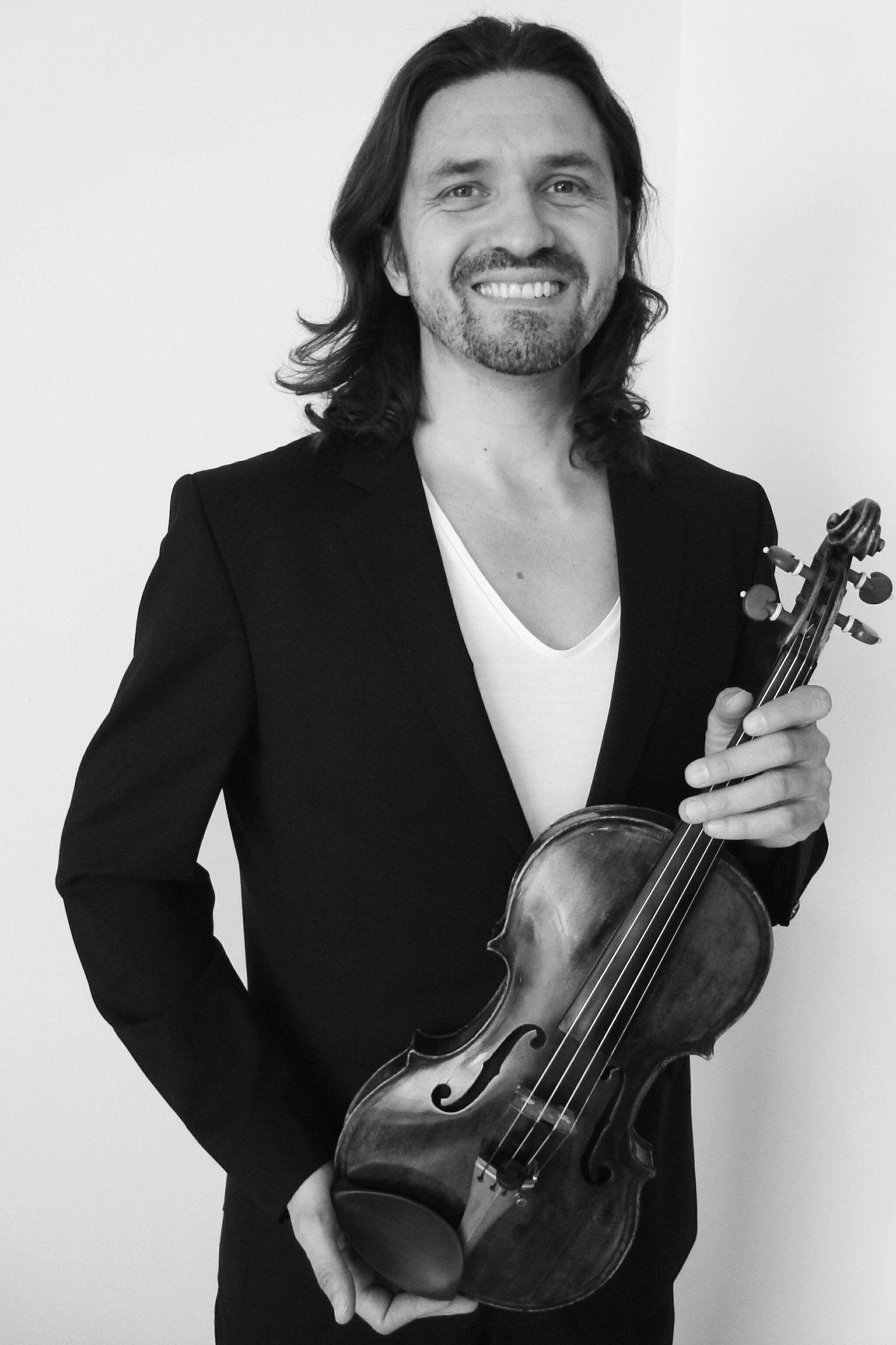 Violins: Sándor Galgóczi