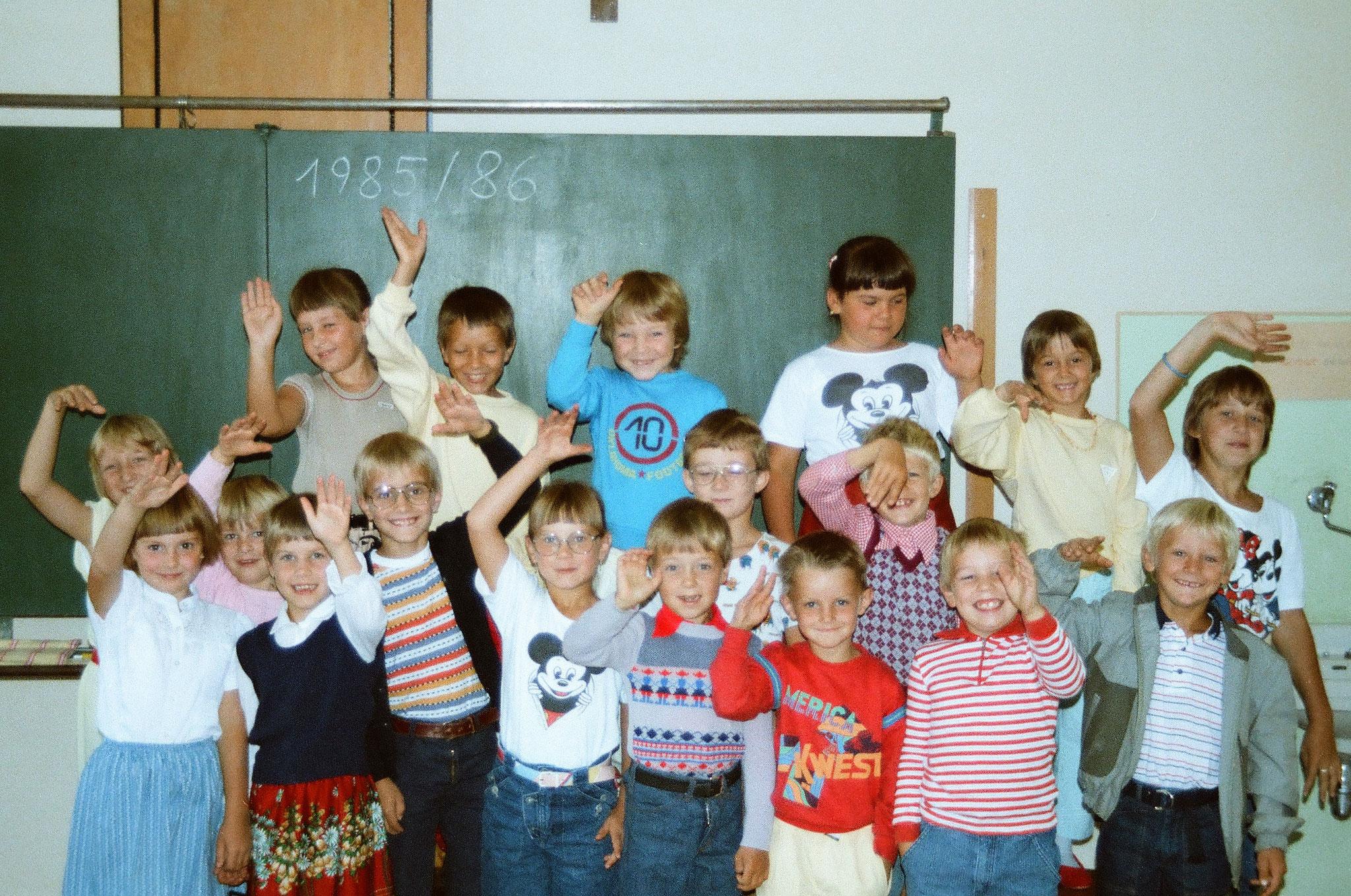 alle Schüler der einklassigen Schule