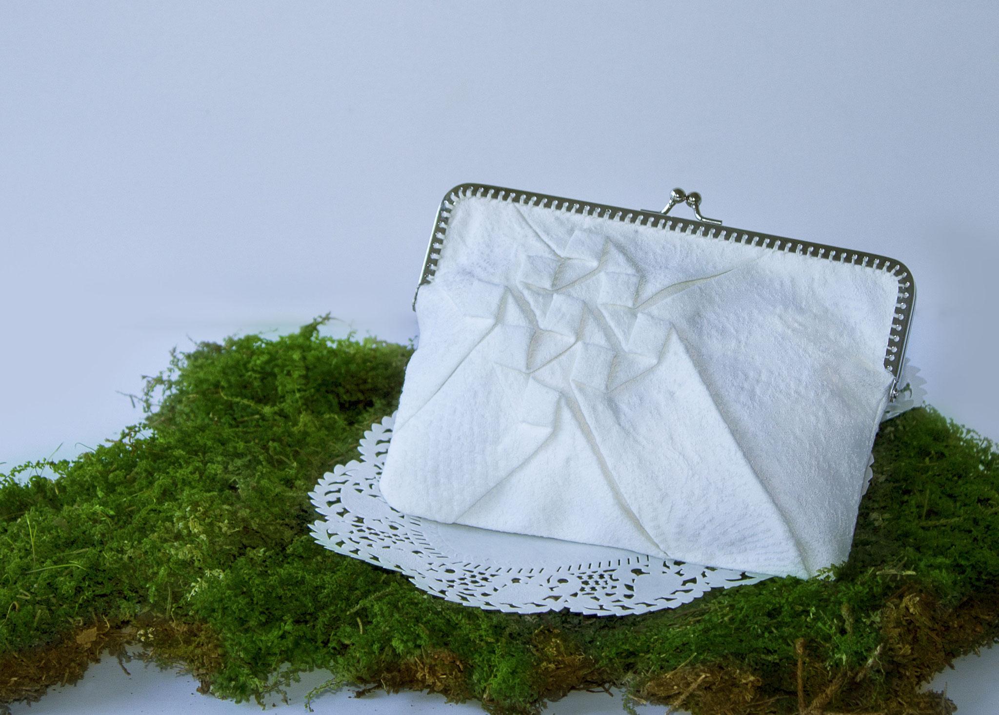 Tasche mit Origamifalten. Ab 60€