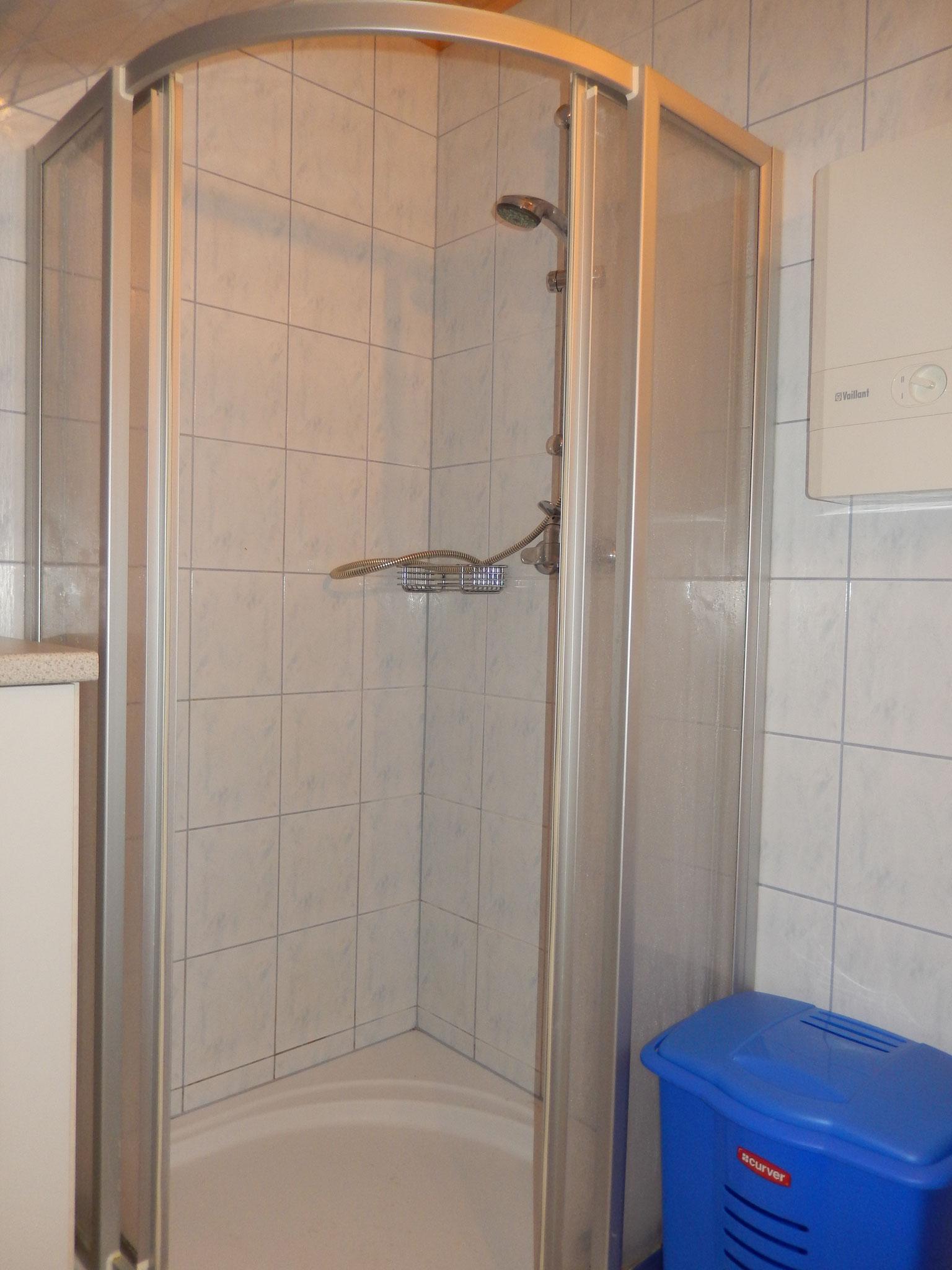 Dusche im Bad Kleines Ferienhaus Koglerhütte