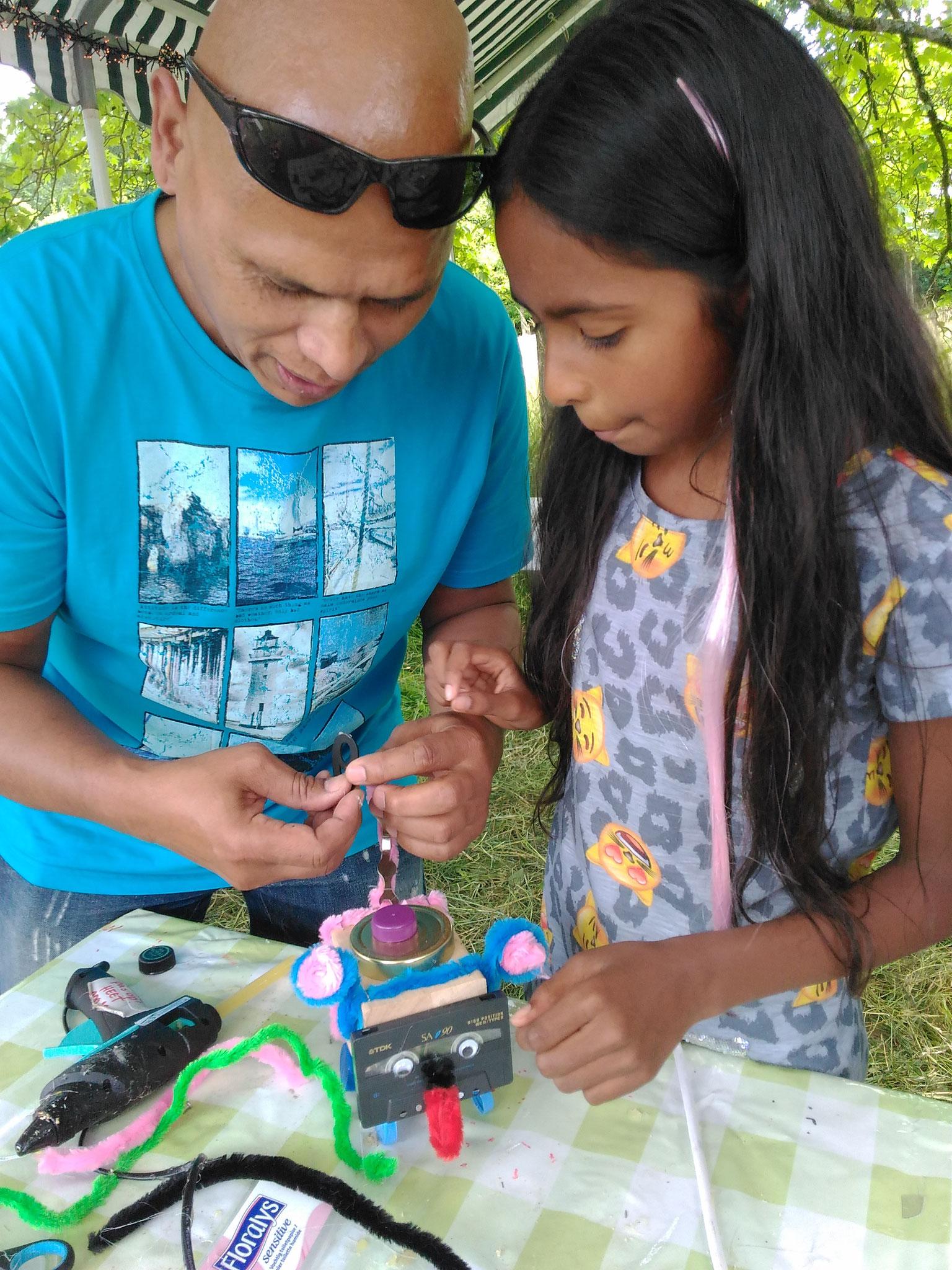 ARTii-kids robots maken op het Immerloo Park Festival