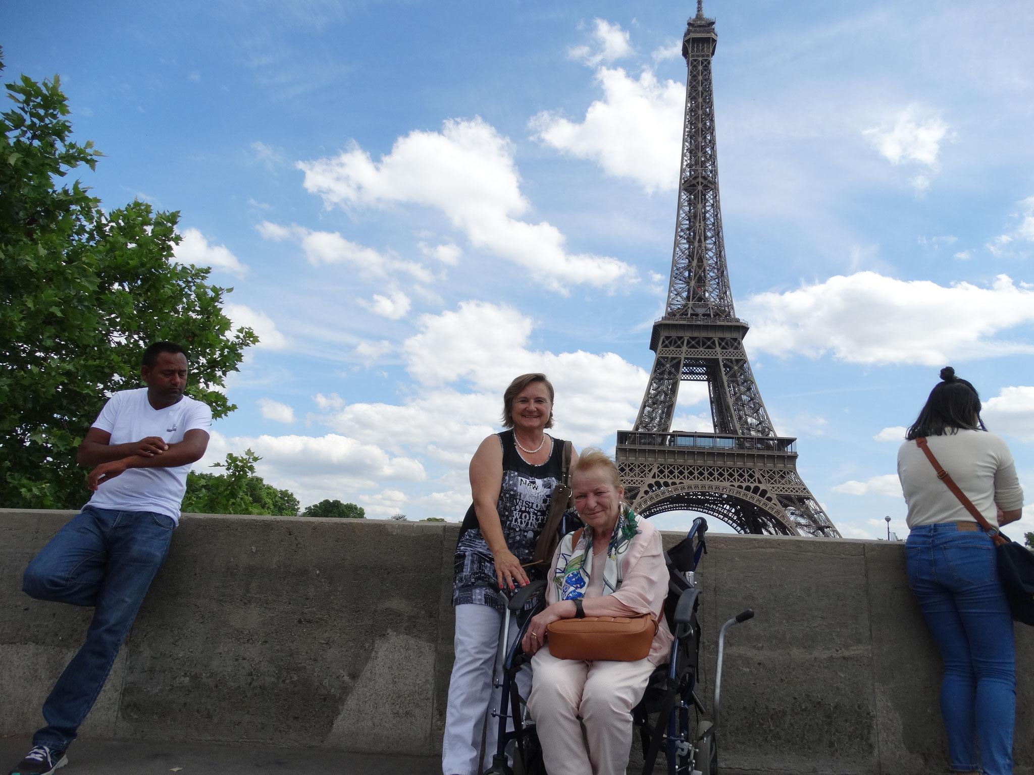 wer will auch auf dem Eiffelturm