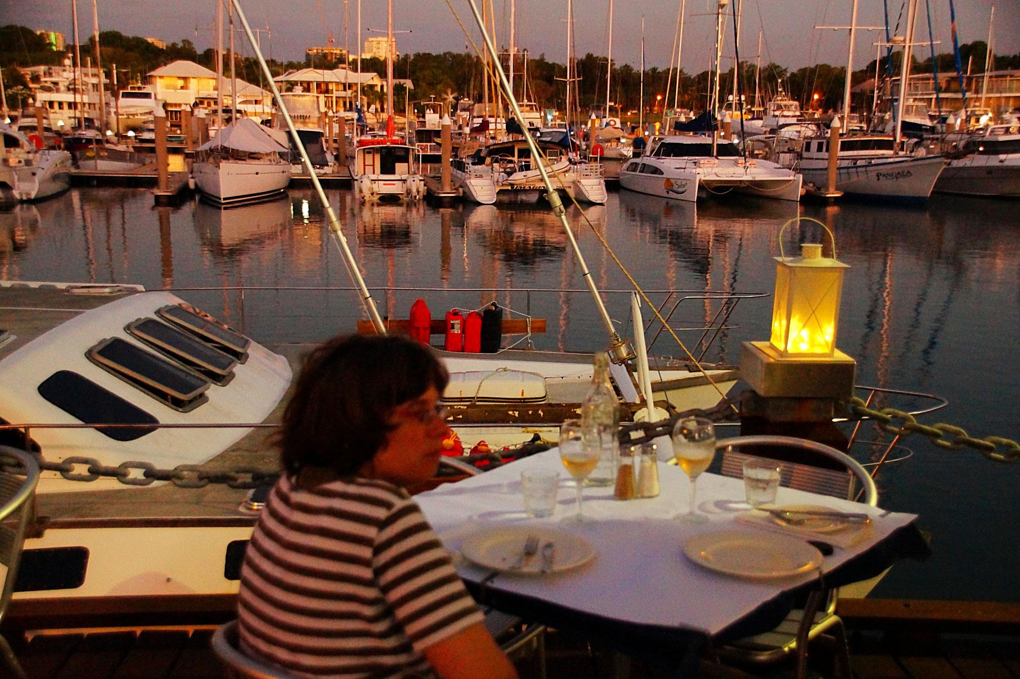 In Yots Greek Taverna saßen wir am Yachthafen. Das Essen war gut.
