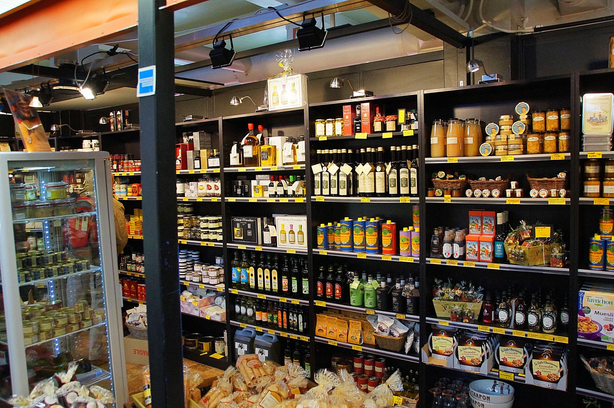 TOP 10 – Adelaide Central Market. Große Halle voller Stände mit Obst, Gemüse, Fleisch, Fisch etc. Nützlich war ein Laden mit Lebensmitteln für den Camperbedarf.