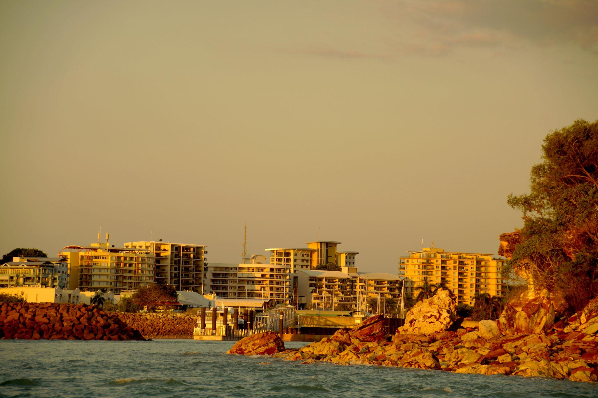 Blick auf Darwin auf der Sunset Cruise mit dem Perlenfischerboot Streeter.