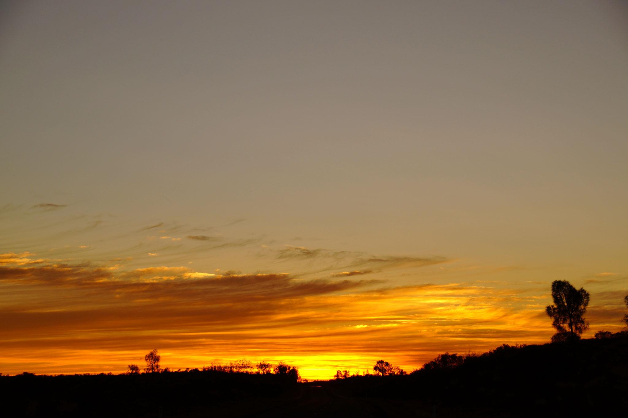 Bonus TOP 2 – Sonnenauf- und -untergänge. Hier Sonnenaufgang im roten Zentrum.