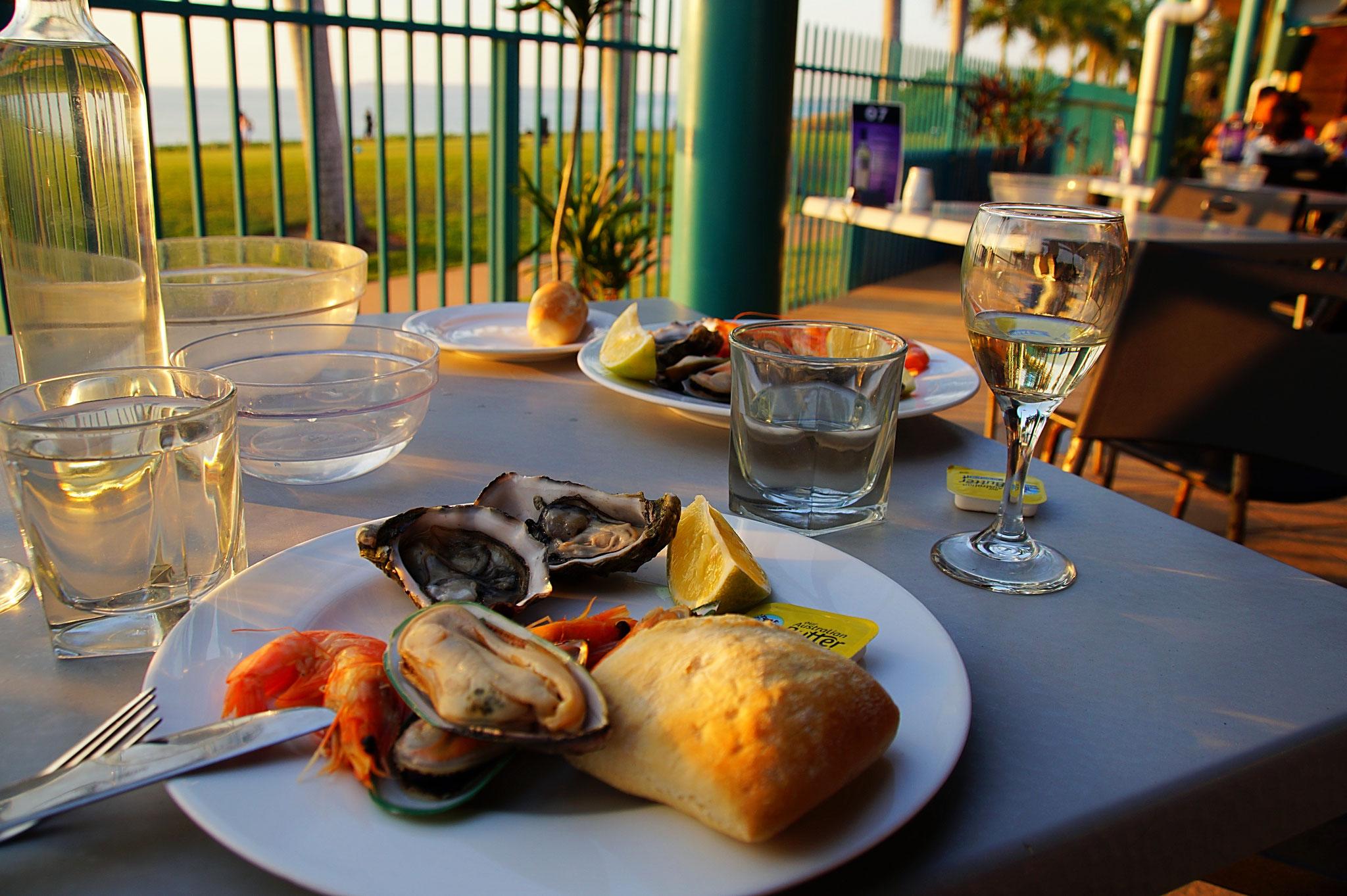 TOP 8 – Seafood on Cullen. Preiswertes all you can eat Buffet mit leckeren Fischspezialitäten tadelloser Qualität. Das beste Essen auf der ganzen Reise.