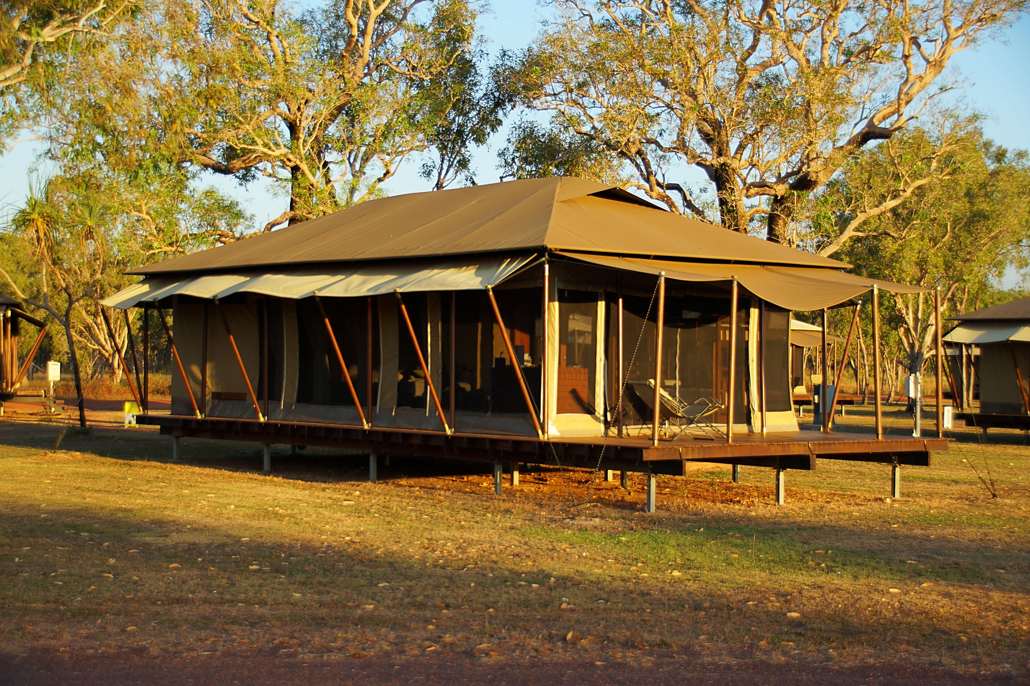 TOP 2 – Wildman Wilderness Lodge. Öko-Glamping im Busch in komfortablem Zelt. Lohnenswert: Airboat Safari und Bootsfahrt auf dem Home Billabong.