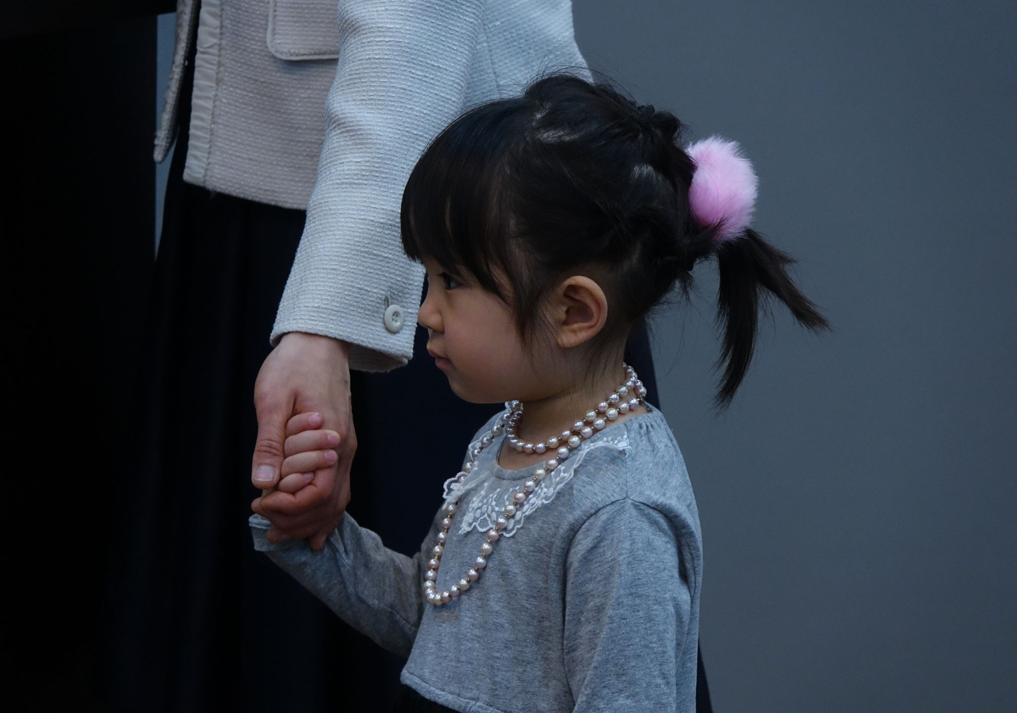 3歳のAちゃん。ぎゅっと握った小さな手が可愛いです♡