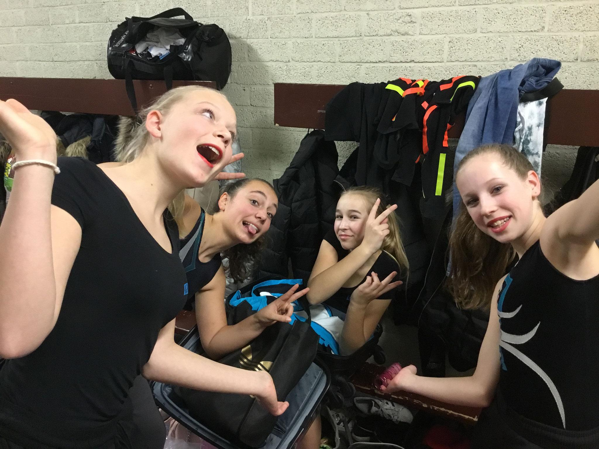 Charlotte,Meike,Noa en Julia van de Selectie en Wedstrijd Springgroep