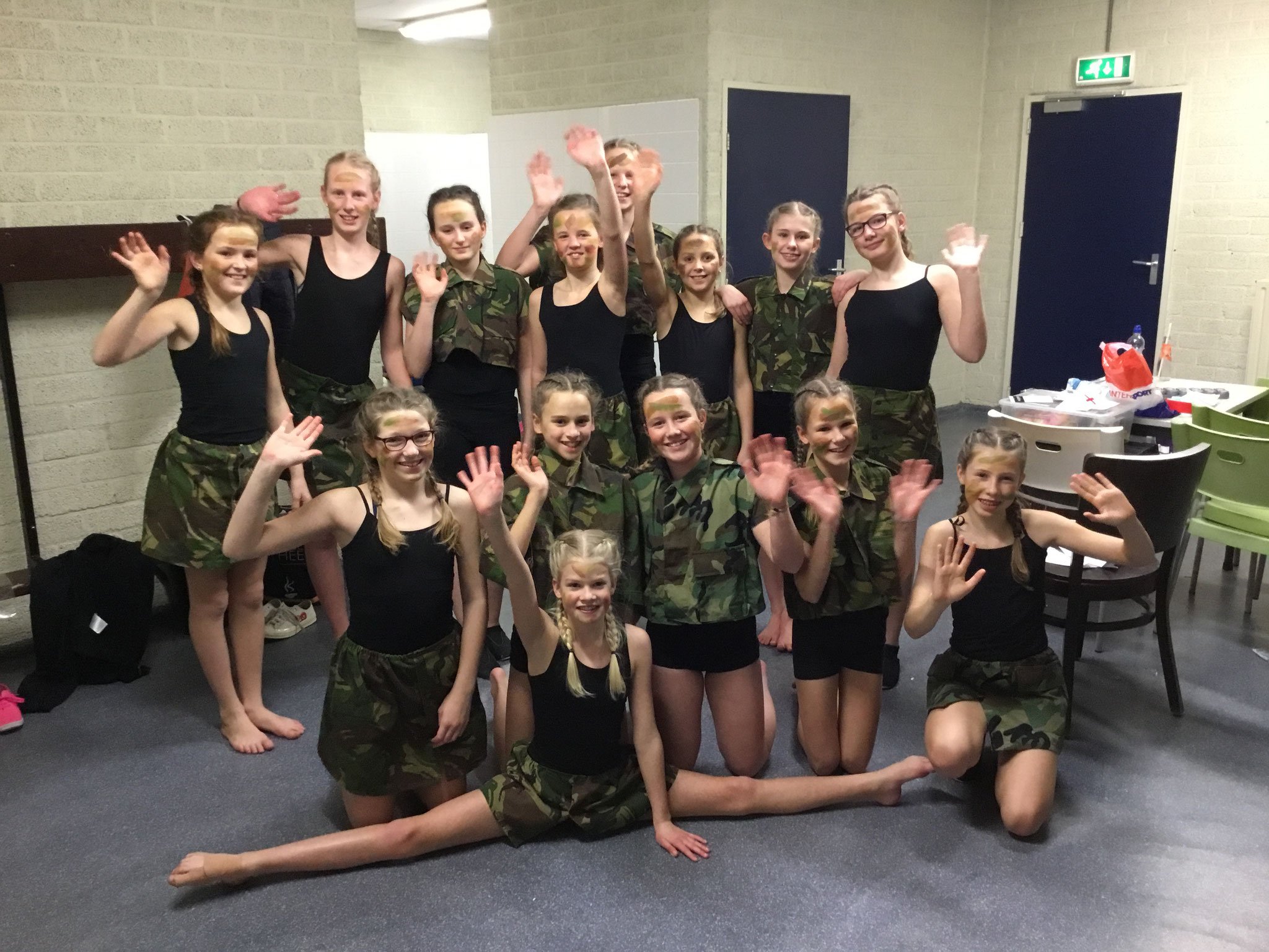 Meisjes Groep 8 Militairen