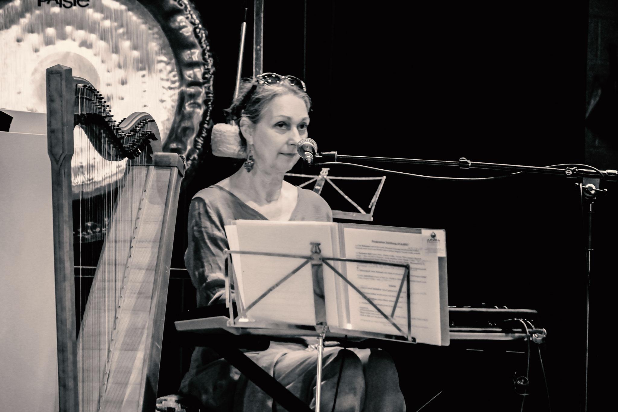 AHURA Christa Eghbal/ folkharp/ Keyboards