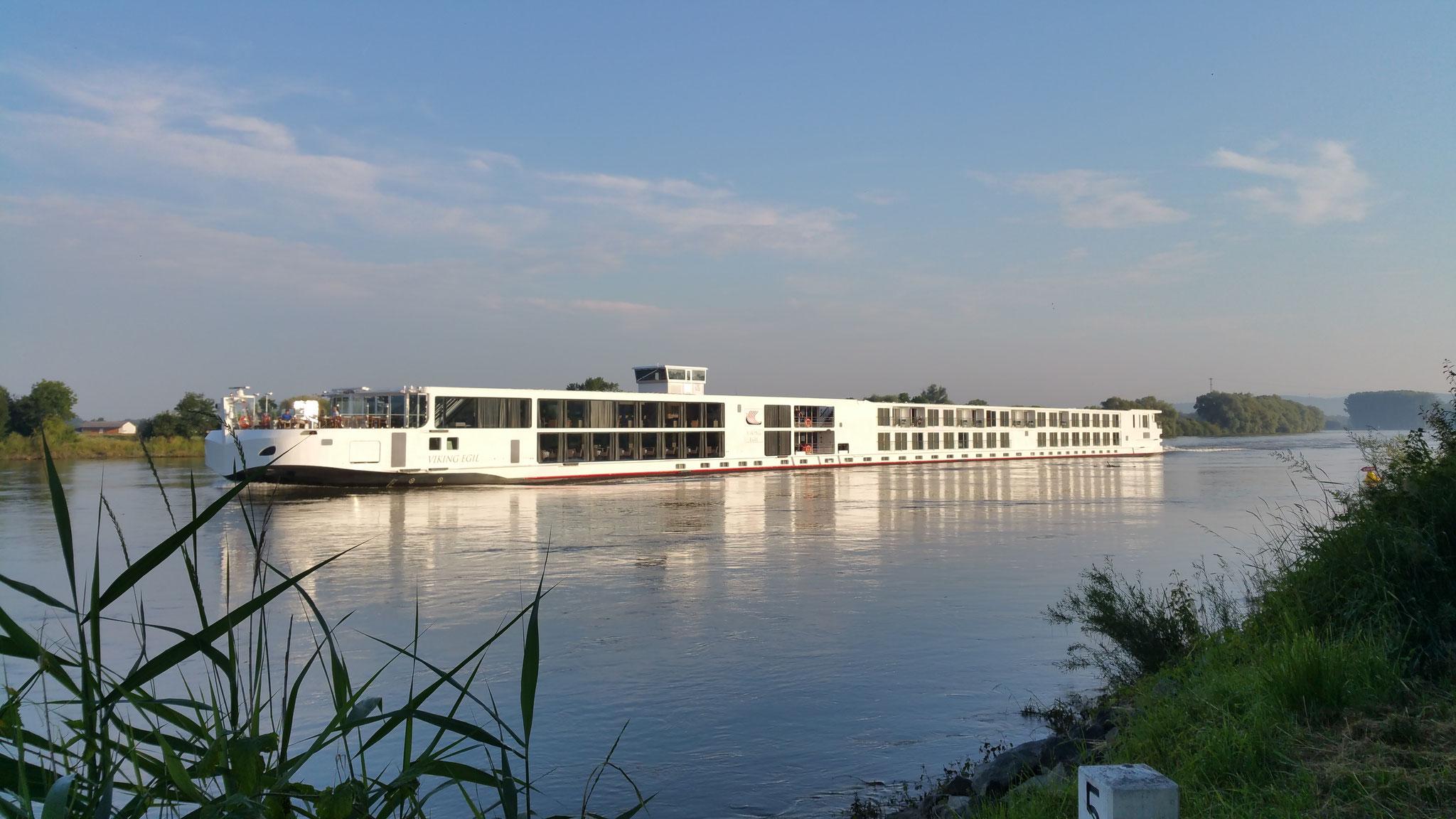 Kreuzfahrtschiff auf der Donau