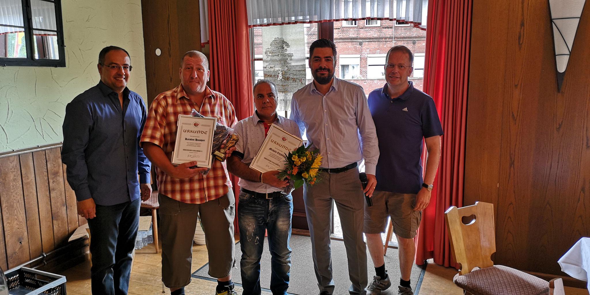 15 Jahre Schiesrichtertätigkeit: Michele Carminio und Karsten Haasper