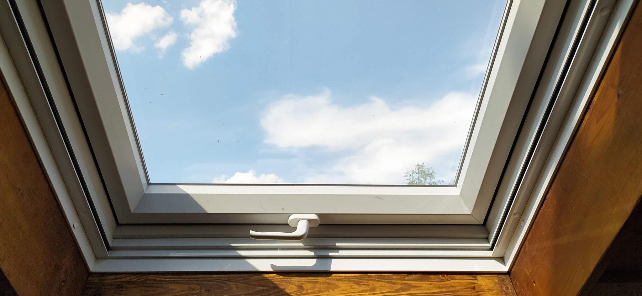 RenovierungsDachfenster mit Insektenschutzrollo...