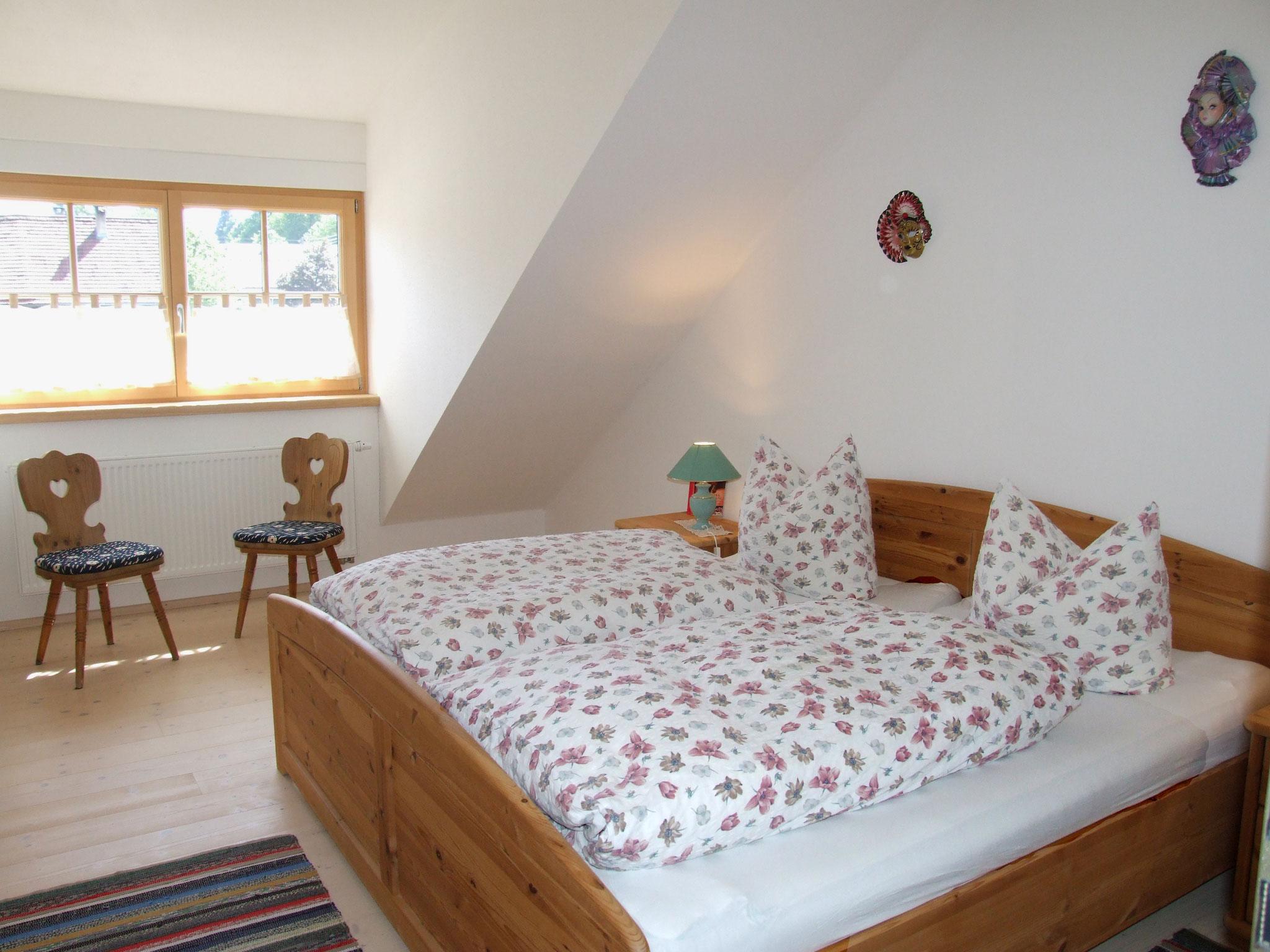 Schlafzimmer 2 mit Ausziehcouch und ggf. Kinderbett / Zustellbett