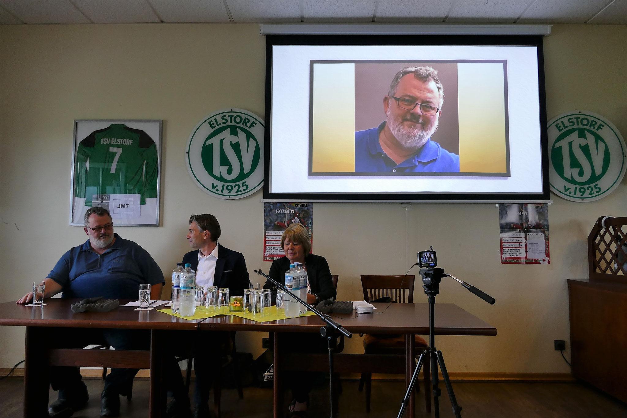 Im Gespräch mit den Moderatoren Sylvia Karasch und Thomas Goltz (Mitte): Dirk Ringel, als Unternehmer Gastgeber des heutigen Abends
