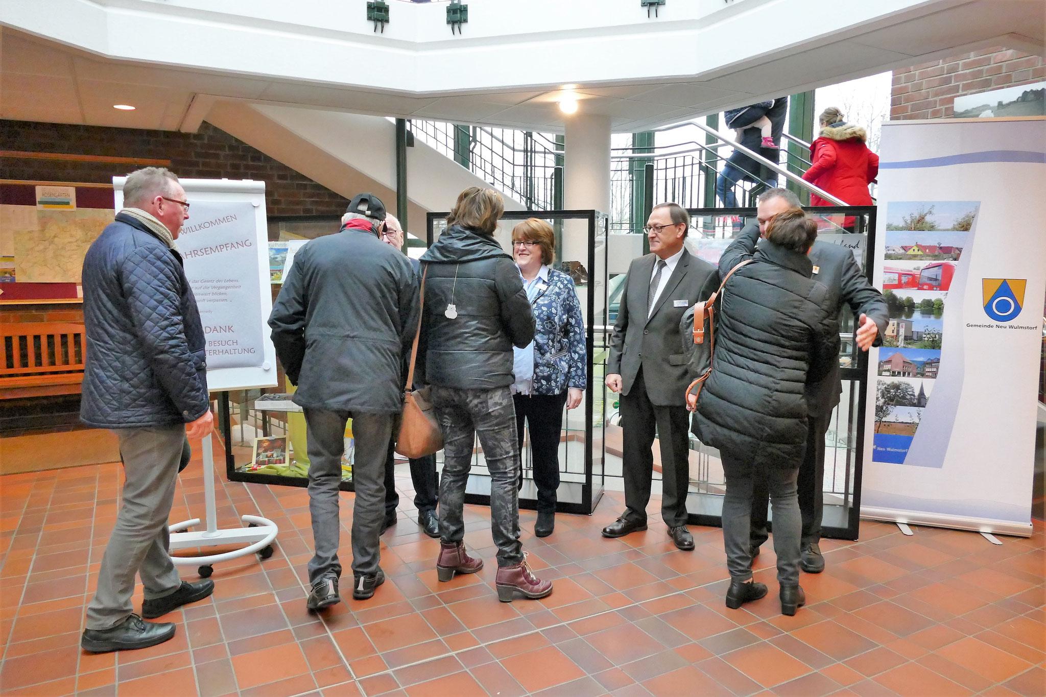 Bürgermeister Wolf-Egbert Rosenzweig und seine Stellvertreter begrüßen die Gäste