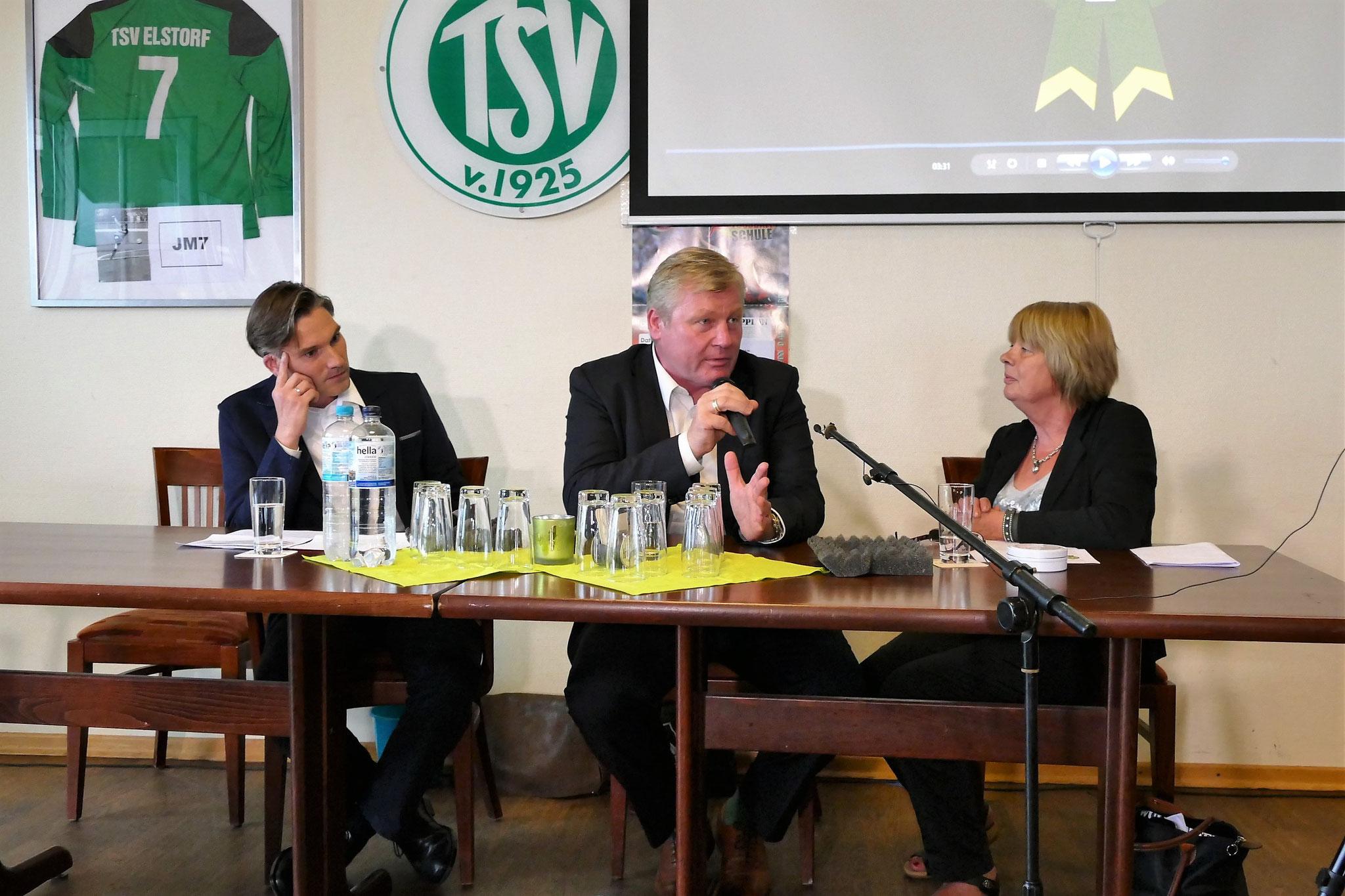... als  Co-Moderator Thomas Goltz (SPD, li.) einen lockeren Talk mit Dr. Bernd Althusmann (CDU) startet