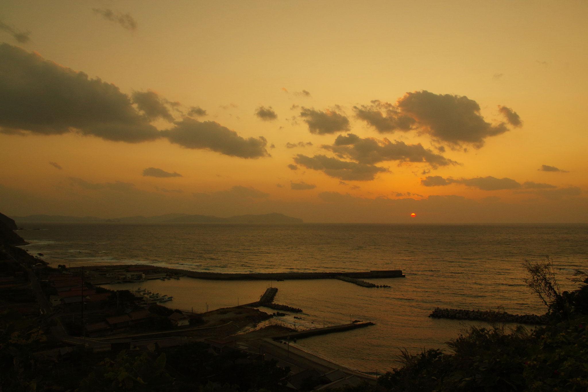 晩秋の夕陽 島に冬がやってきます
