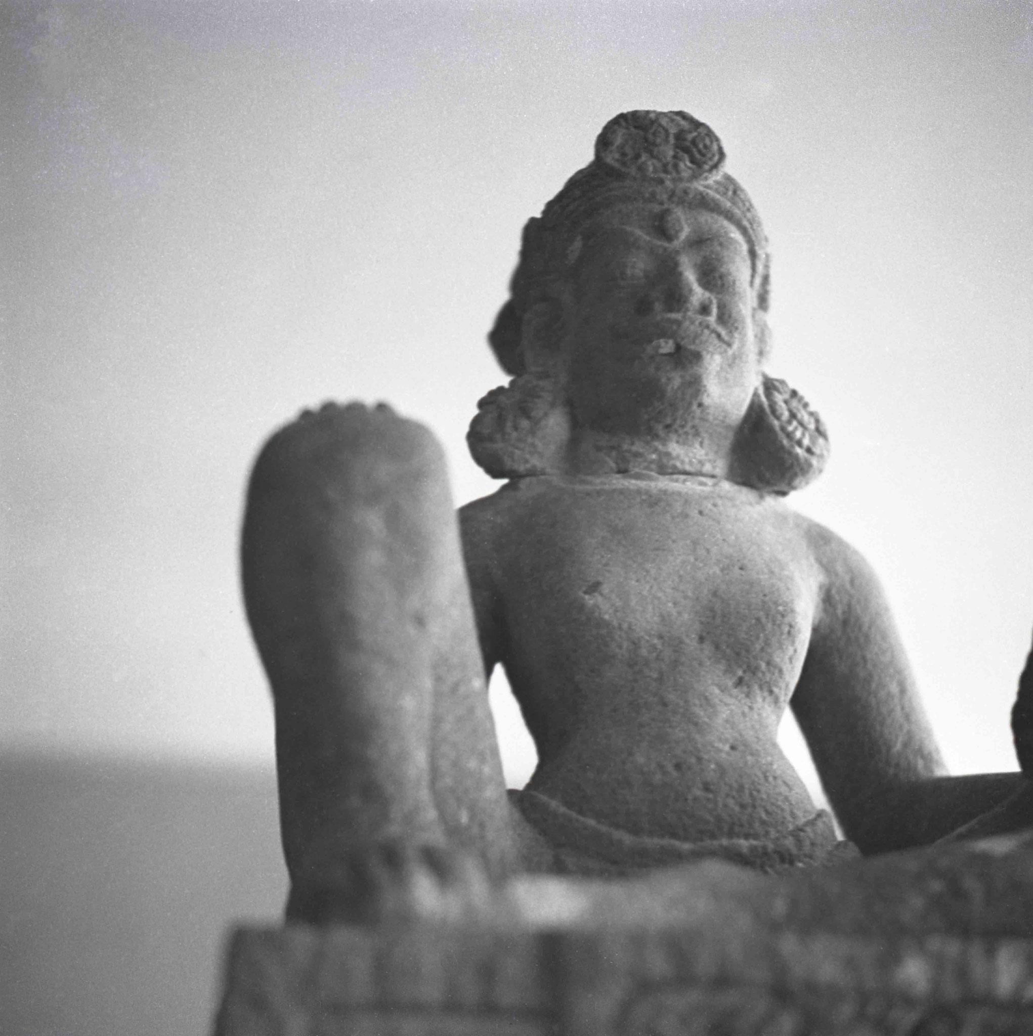 Sitzende Gottheit, Sammlung von der Heydt