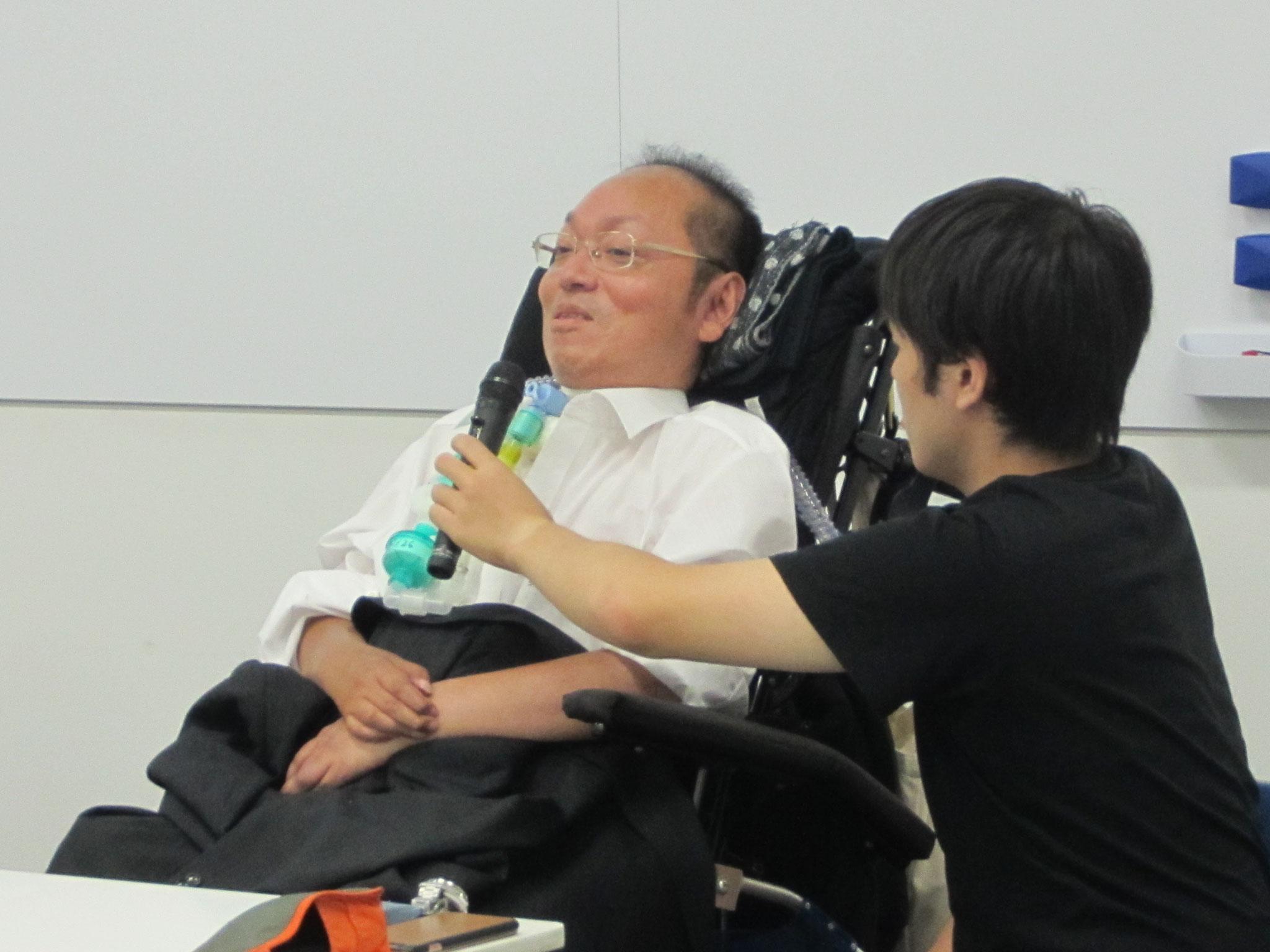 陽気に、笑顔で発言中の小田氏