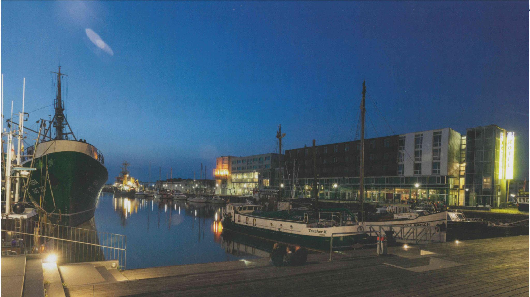 Fischereihafen am Abend