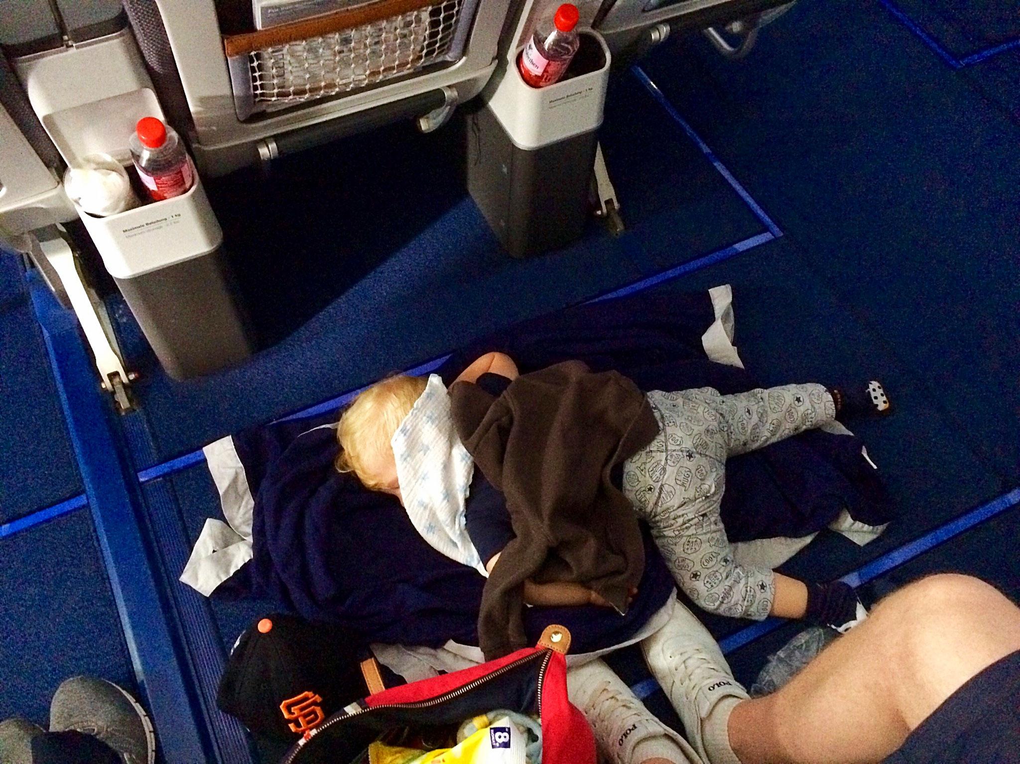 München - Denver: Schlafen auf dem Boden war nur von kurzer Dauer (nicht erlaubt!)
