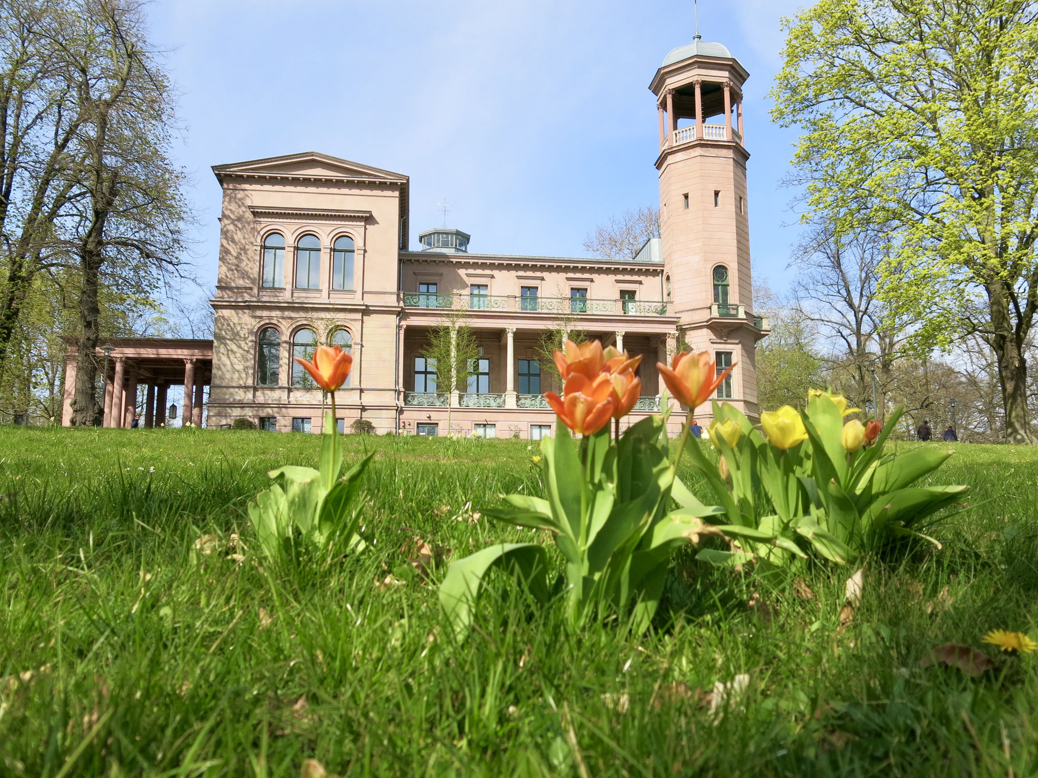 Tipp 4: Schlosspark Biesdorf mit der spätklassizistischen Turmvilla